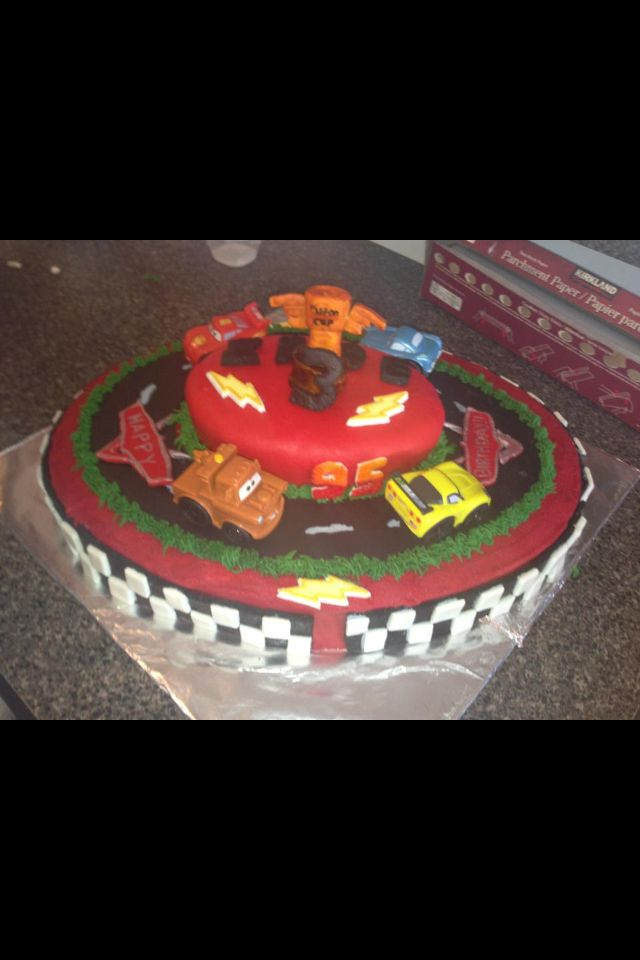 Lightning McQueen cake Cake decor Pinterest