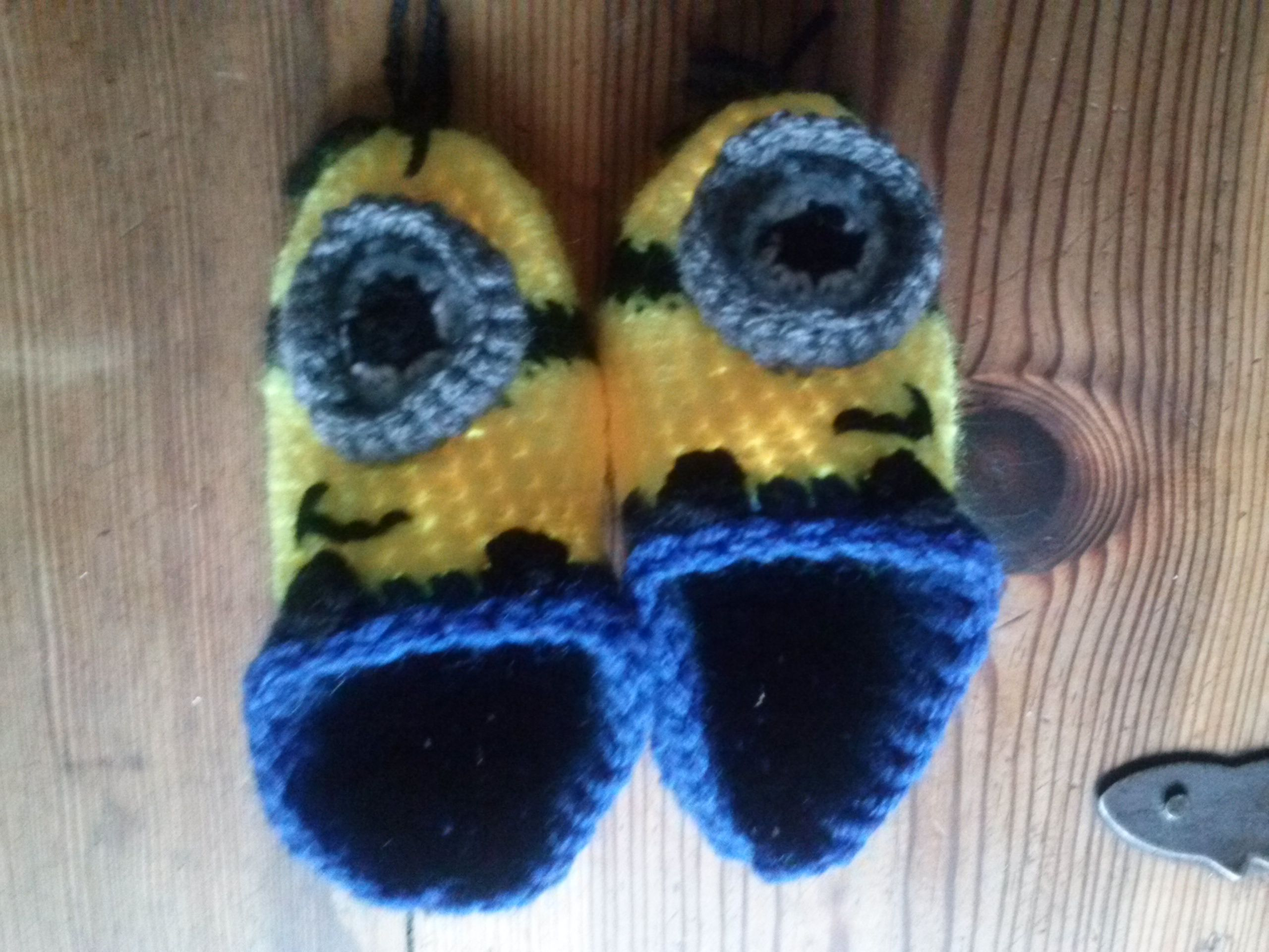 Free Crochet Pattern For Baby Minion Slippers : Crochet minion baby slippers crochet patterns Pinterest