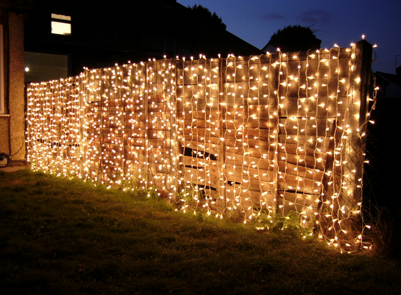 How to Decorate a Chain Link Fence for Christmas