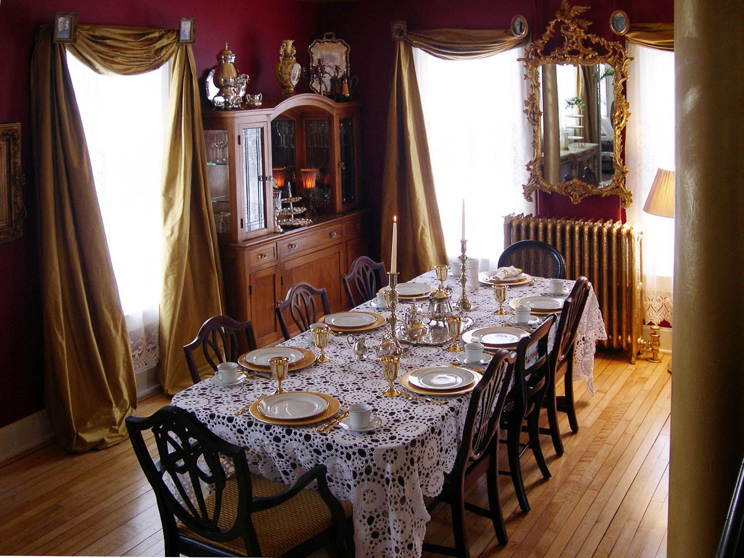 Dining room old houses pinterest for Victorian dining room