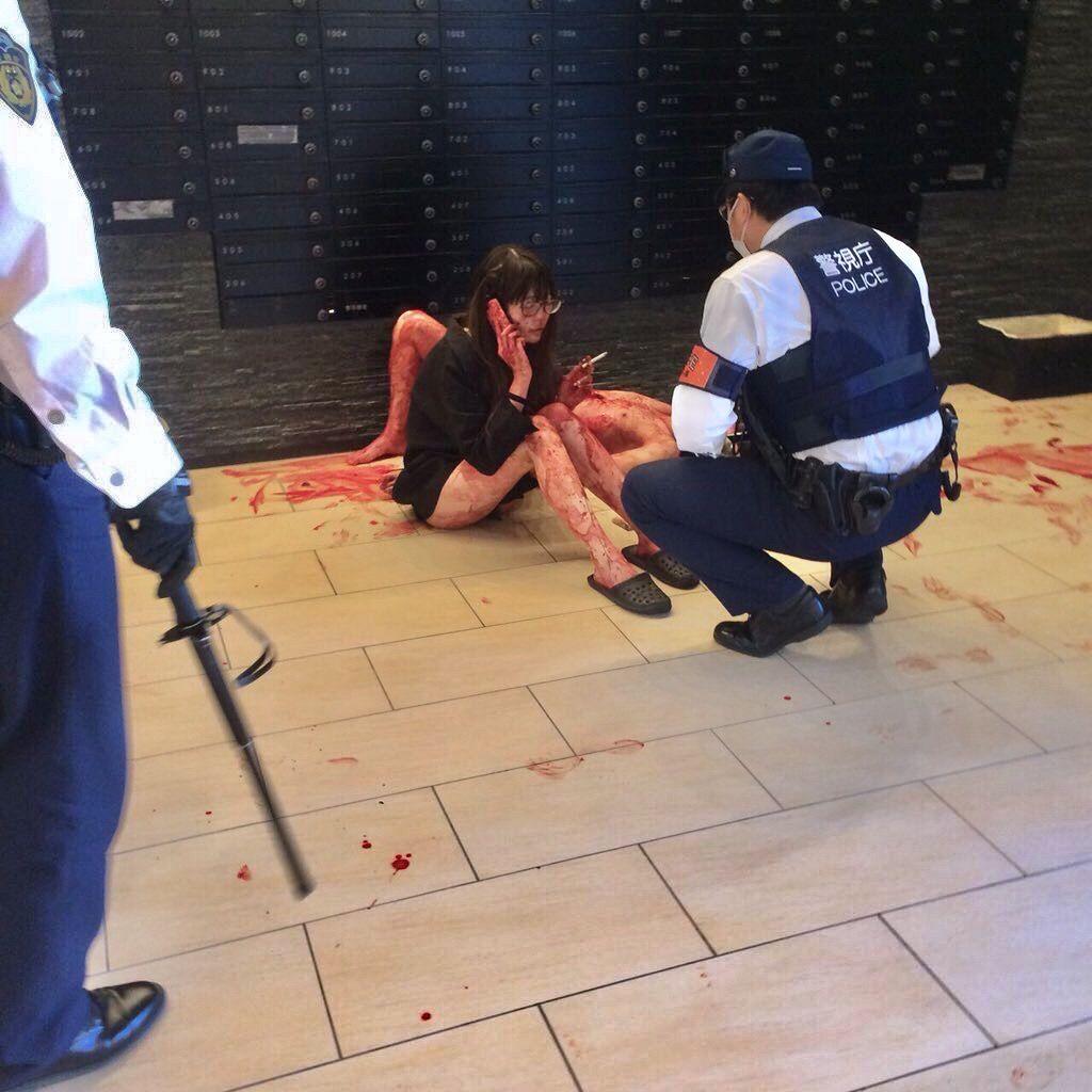 【画像】「好きで好きで仕方がなかった」 男性刺殺で21歳女逮捕 現場写真がヤバすぎると話題にwwwwwwwwww