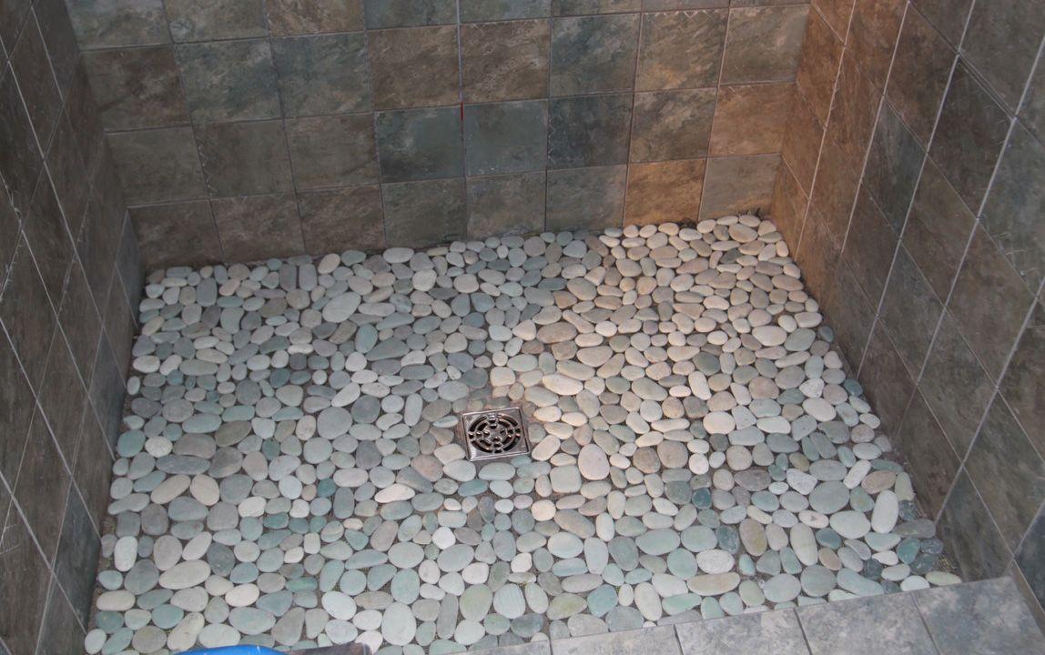 Галька в ванной своими руками