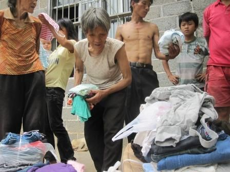 Items collected by our student were given in the Ling Wang Village.