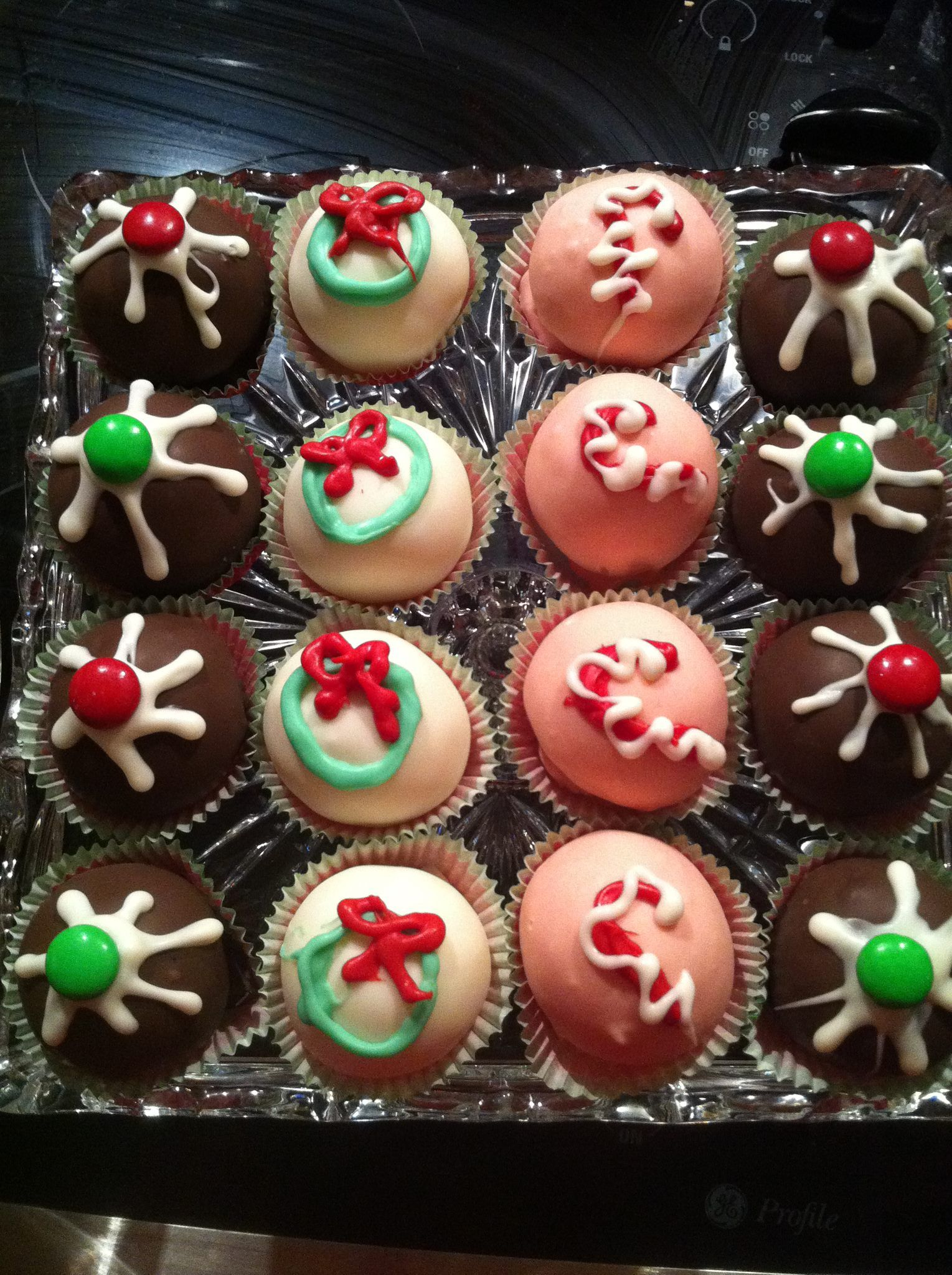 Cake Balls Decorated For Christmas : Christmas Cake Balls Ideas 49019 Christmas Cake Ball Decor