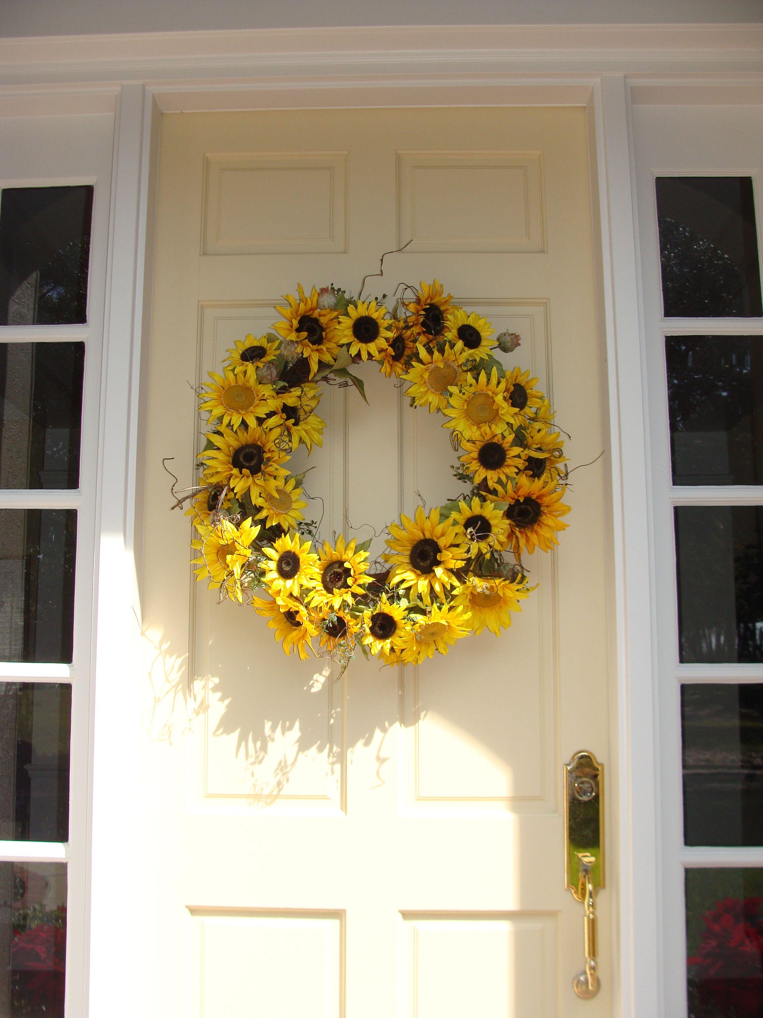 Sunflower wreath for front door home decor pinterest for Sunflower home decor
