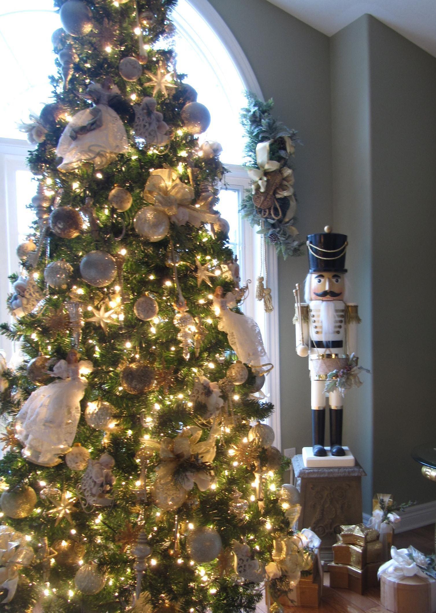White gold christmas tree home sweet home pinterest for White christmas tree gold