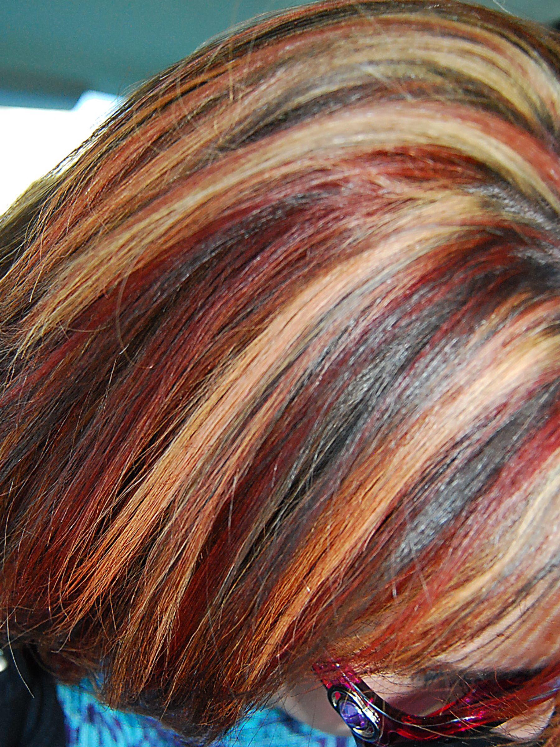Фото окрашенных волос в два цвета коротких