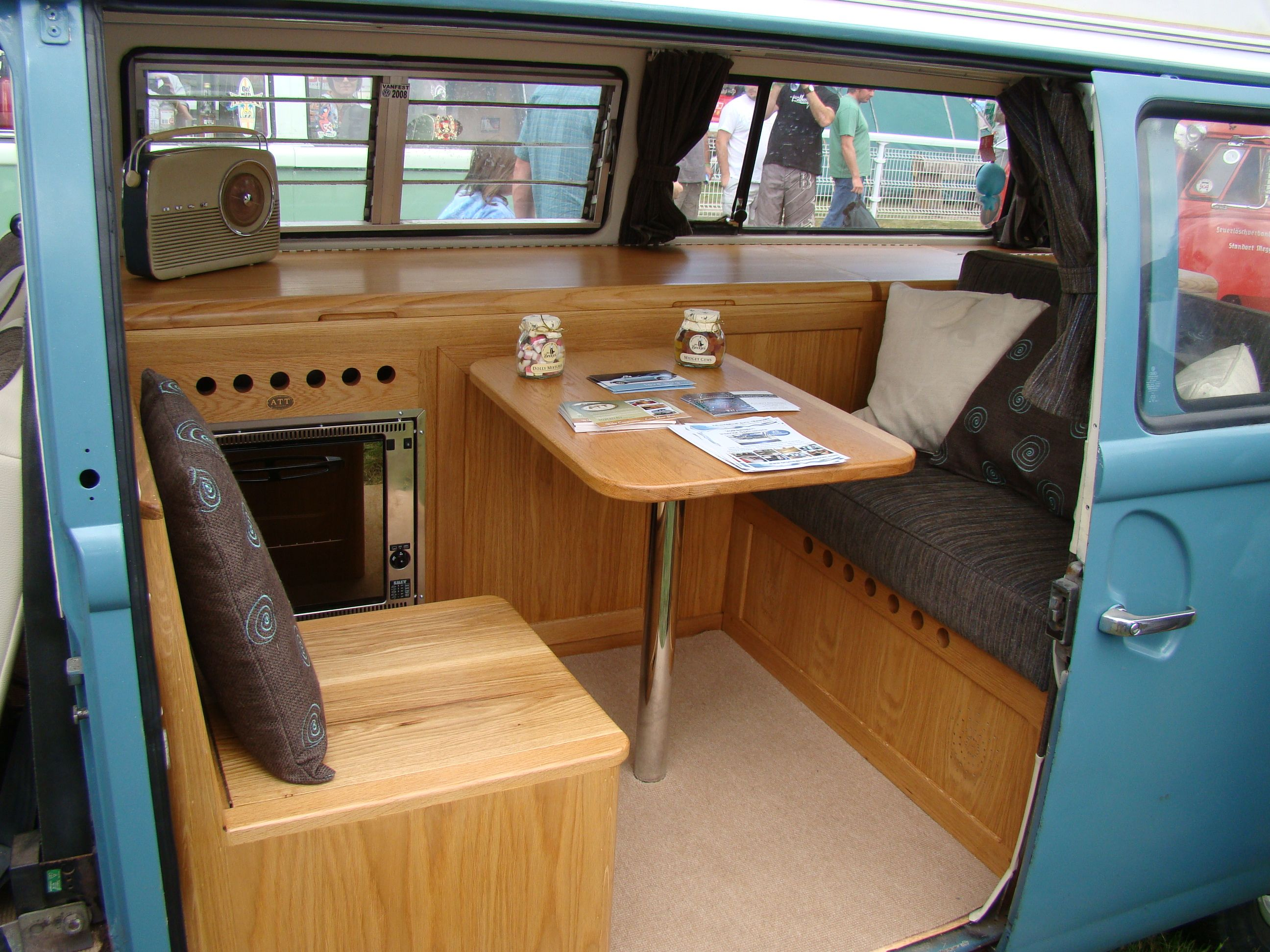 Vw camper interior vw kombi pinterest for Vw kombi interior designs