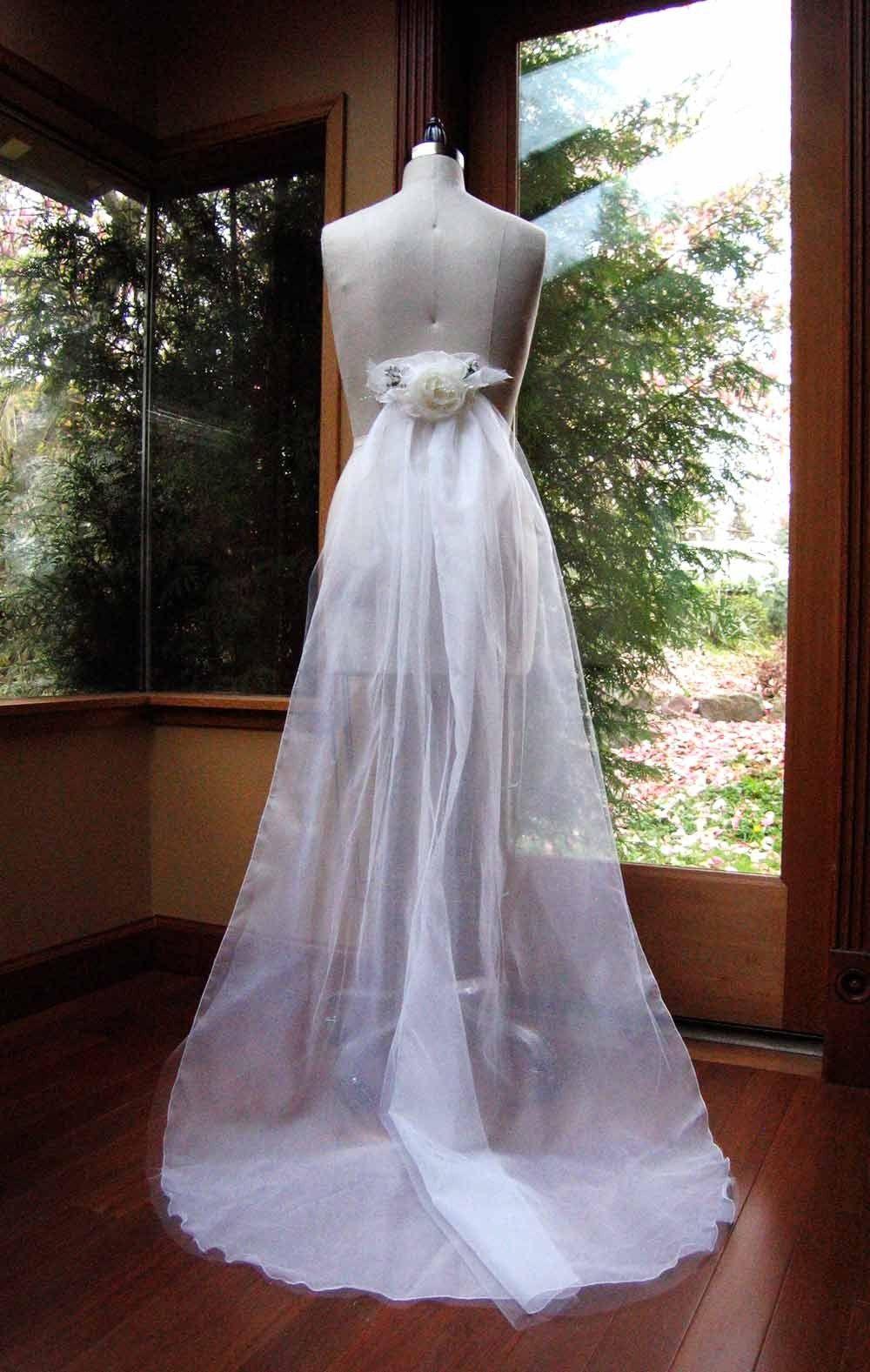 Detachable train dresses pinterest for Detachable train wedding dresses