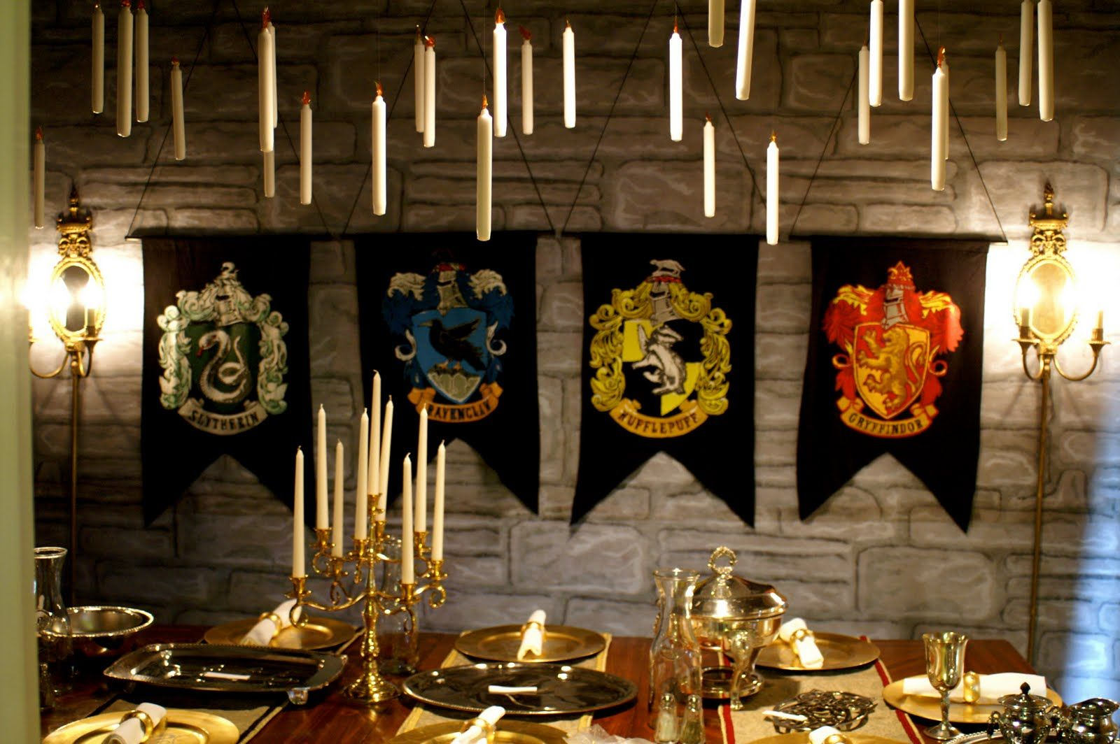 Love this great hall harry potter crafts and party ideas for Decoration harry potter