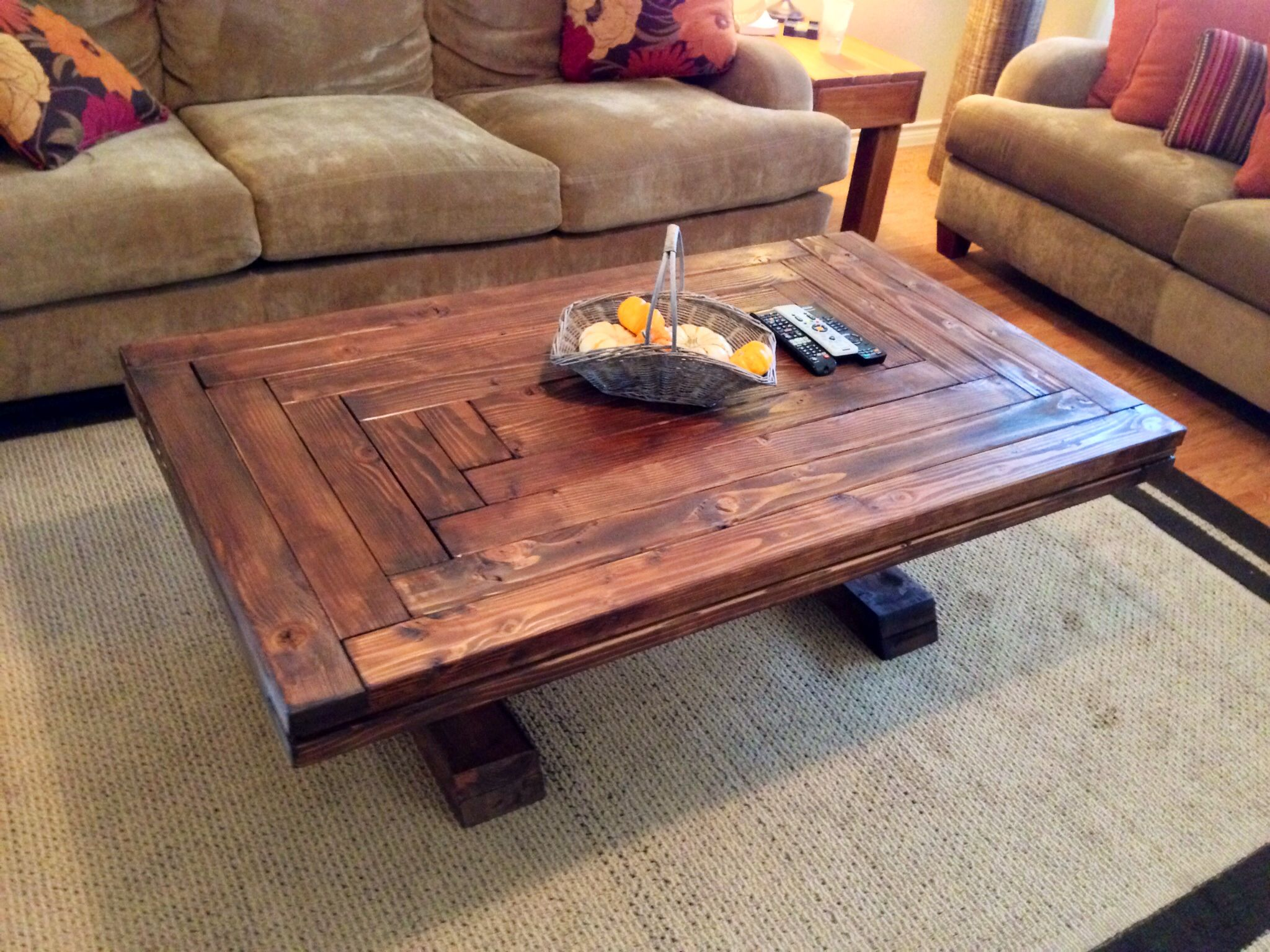 Rustic farm style coffee table a house 39 s character says it all pi Farm style coffee tables