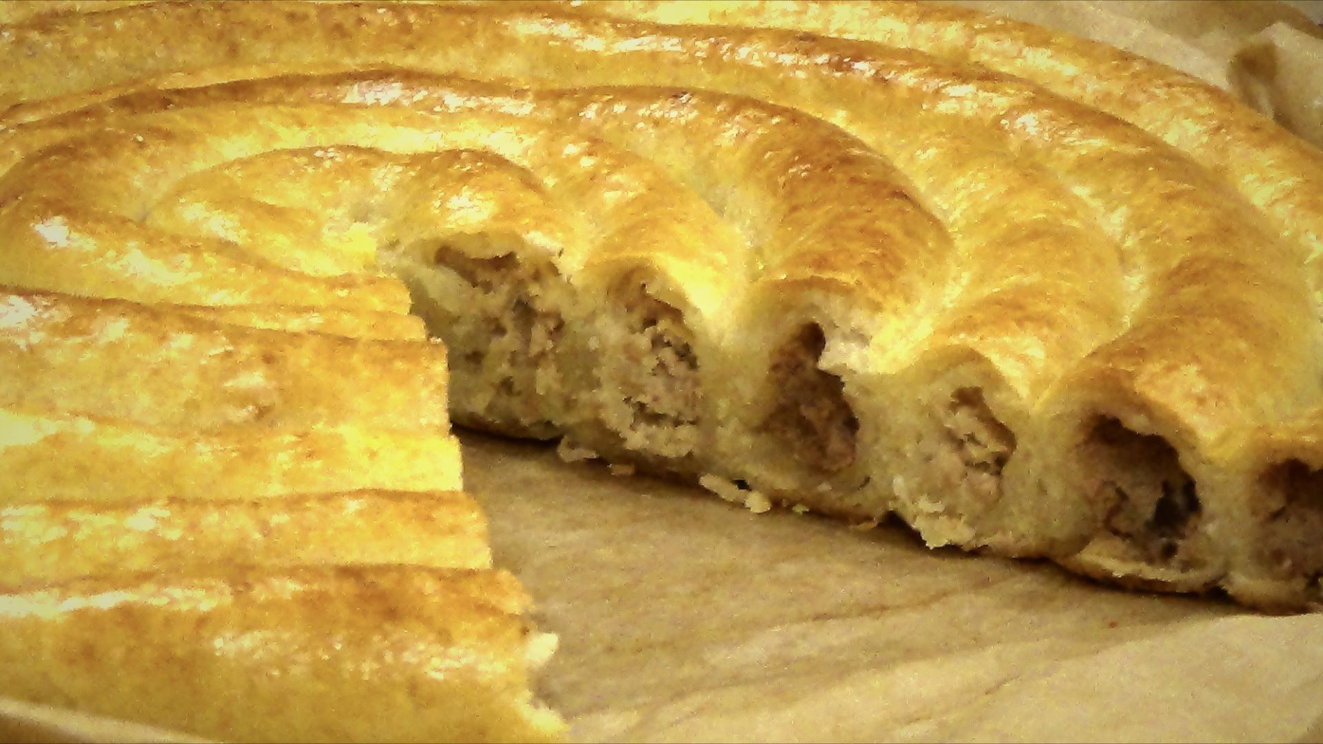 Как сделать вкусный пирог из слоеного теста