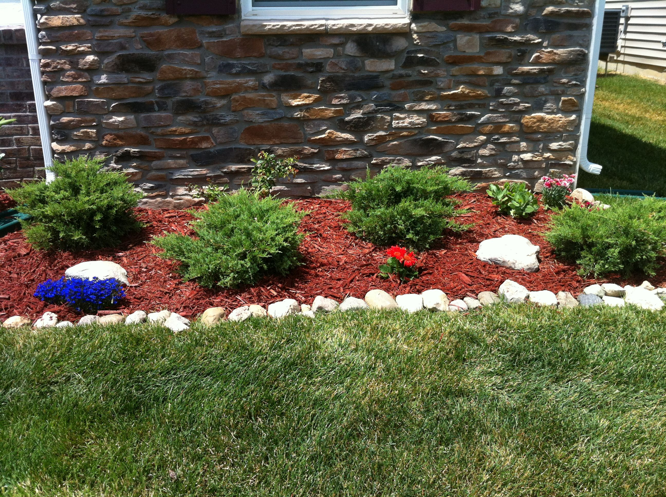 Flower bed by the garage landscaping ideas pinterest for Garden bed ideas pinterest