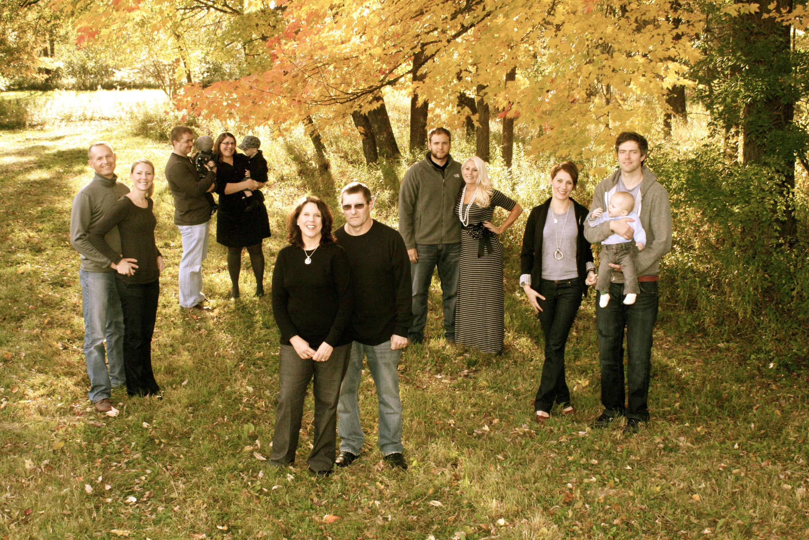 Fall family pictures photo ideas pinterest for Family of 3 picture ideas
