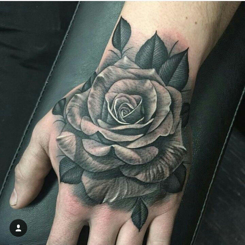 Тату роза на кисти черная