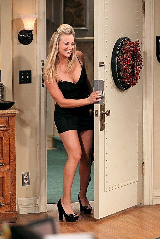 Blonde milf Tia Layne is showing off in her wonderful black dress № 11387  скачать