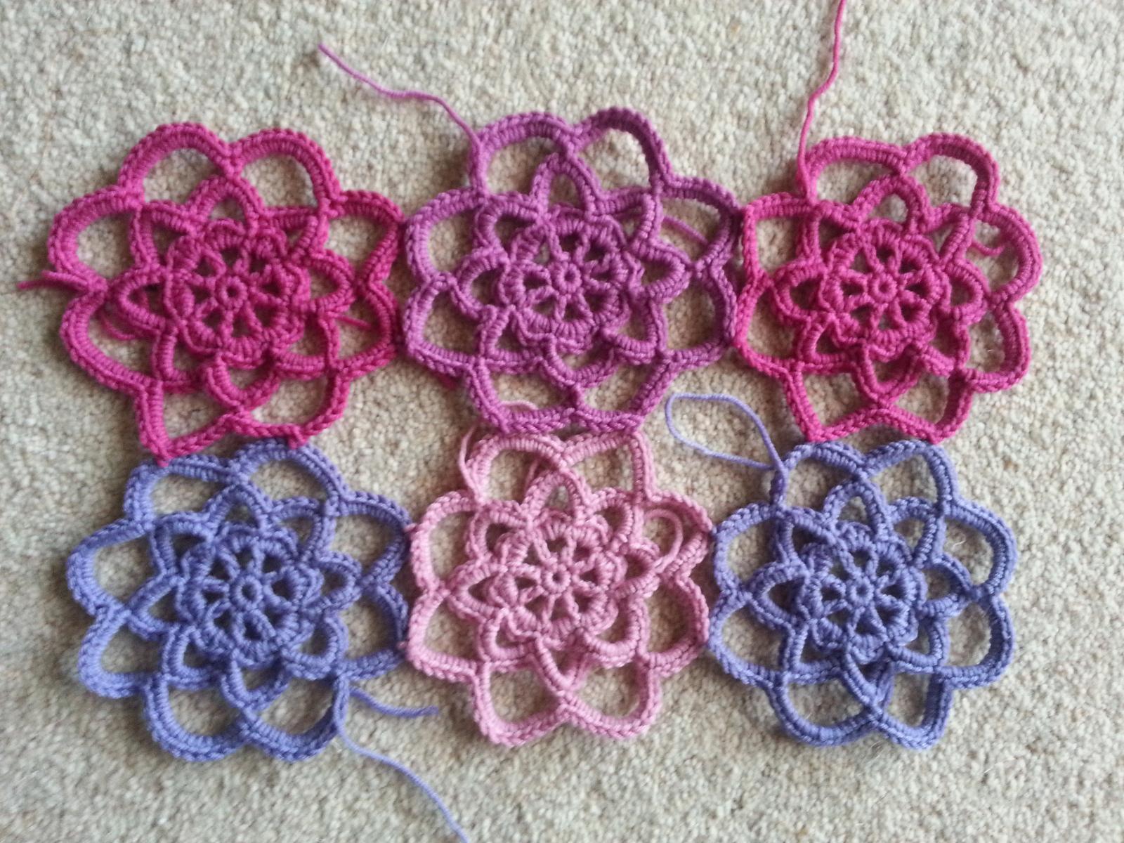 -Crochet lace flower motifs Crochet It Pinterest