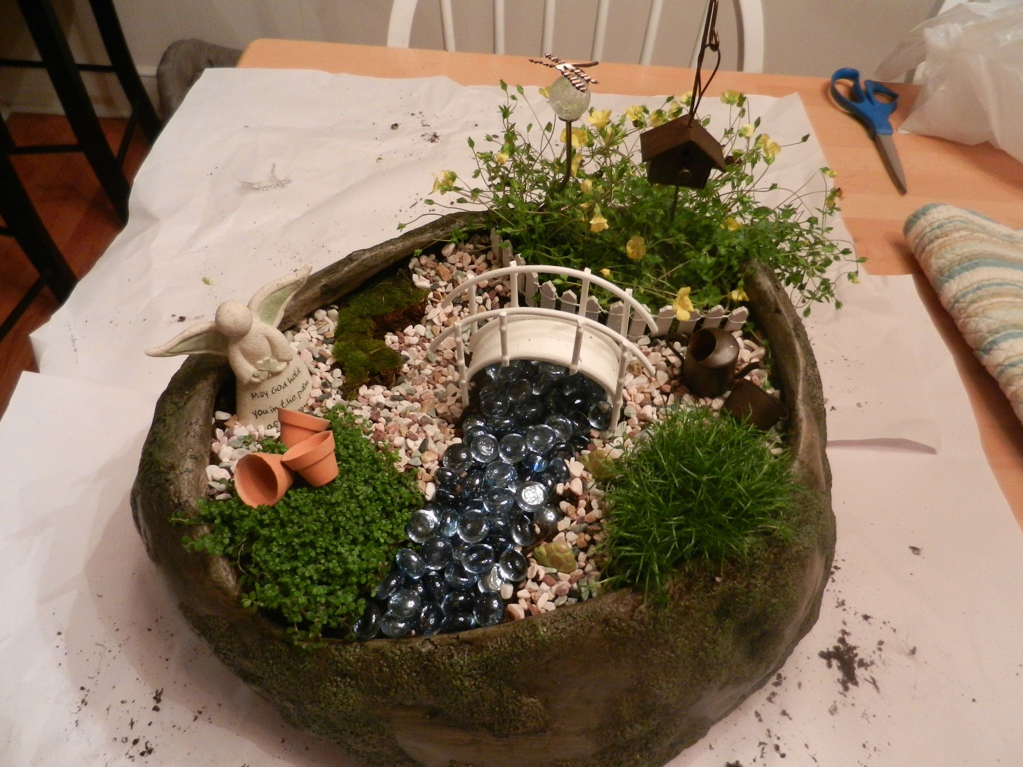Fairy garden crafts pinterest for Craft ideas for fairy gardens