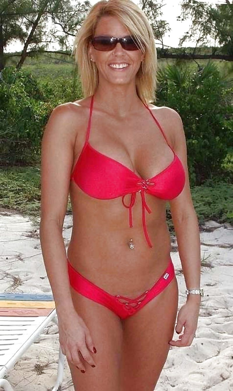 image Gorgeous mature mother with huge tits and perfect mature
