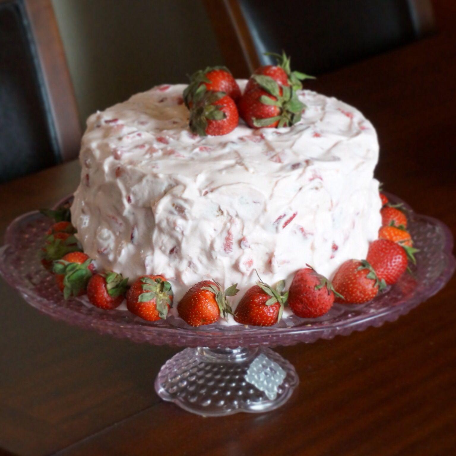 Strawberry Lemonade Bundt Cake Recipe