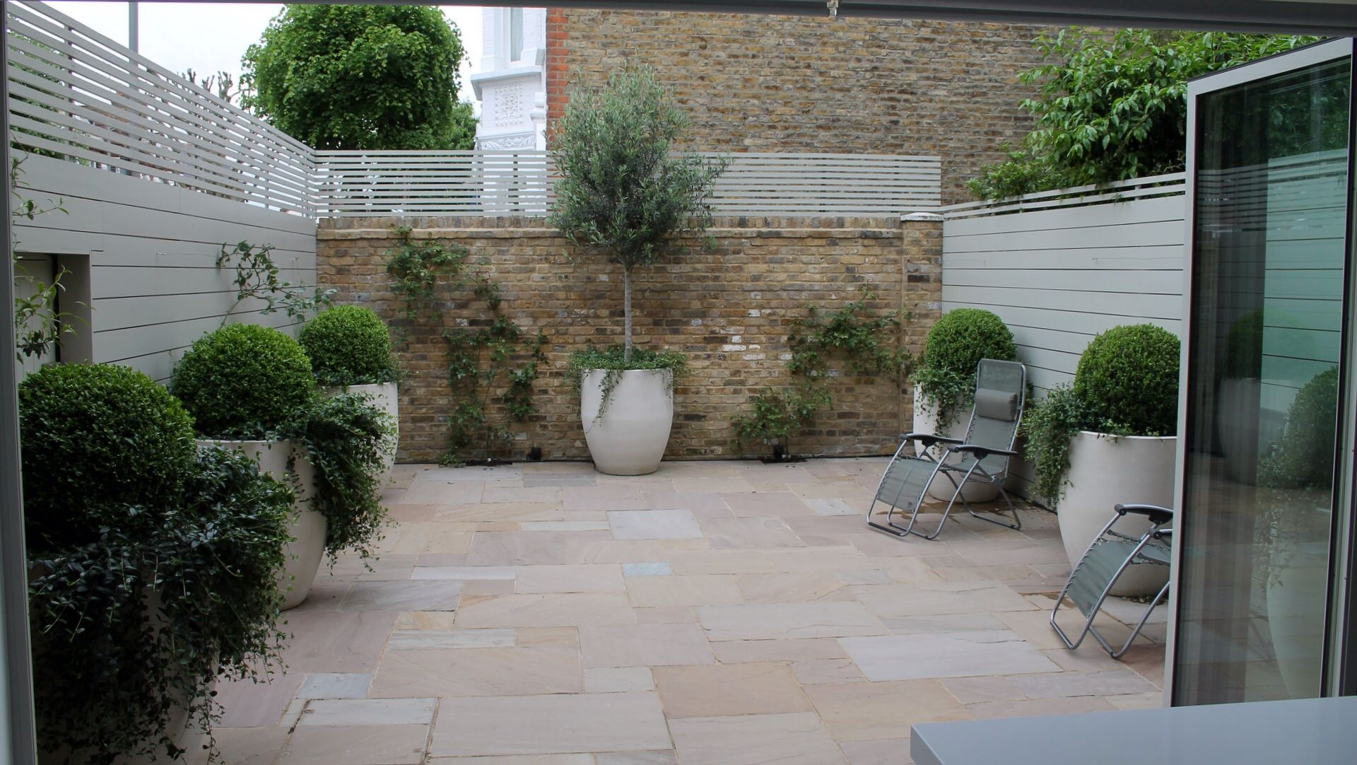 Lovely Courtyard Garden Garden Inspiration Pinterest