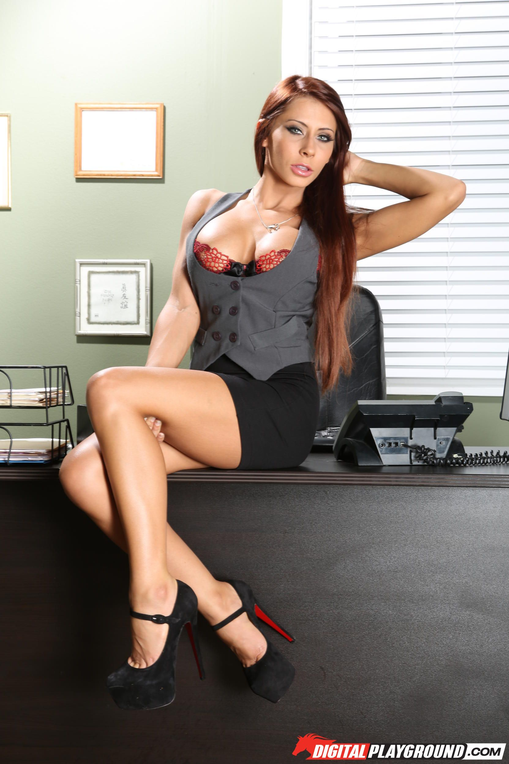 Hot MILF babe Madison Ivy gives a massage and gets ass fucked № 784911 бесплатно
