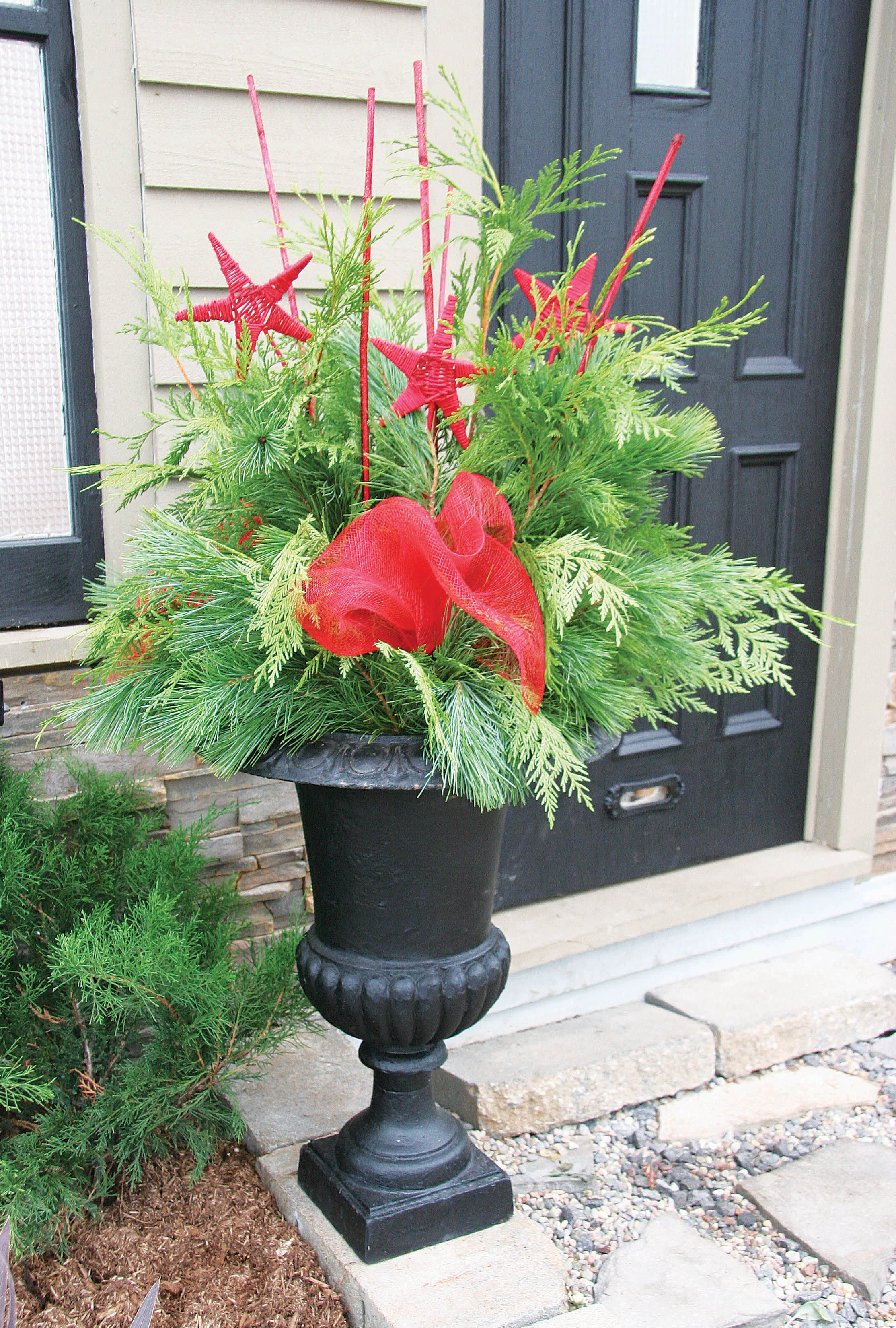 Outdoor christmas planter christmas ideas pinterest for Outdoor planter ideas