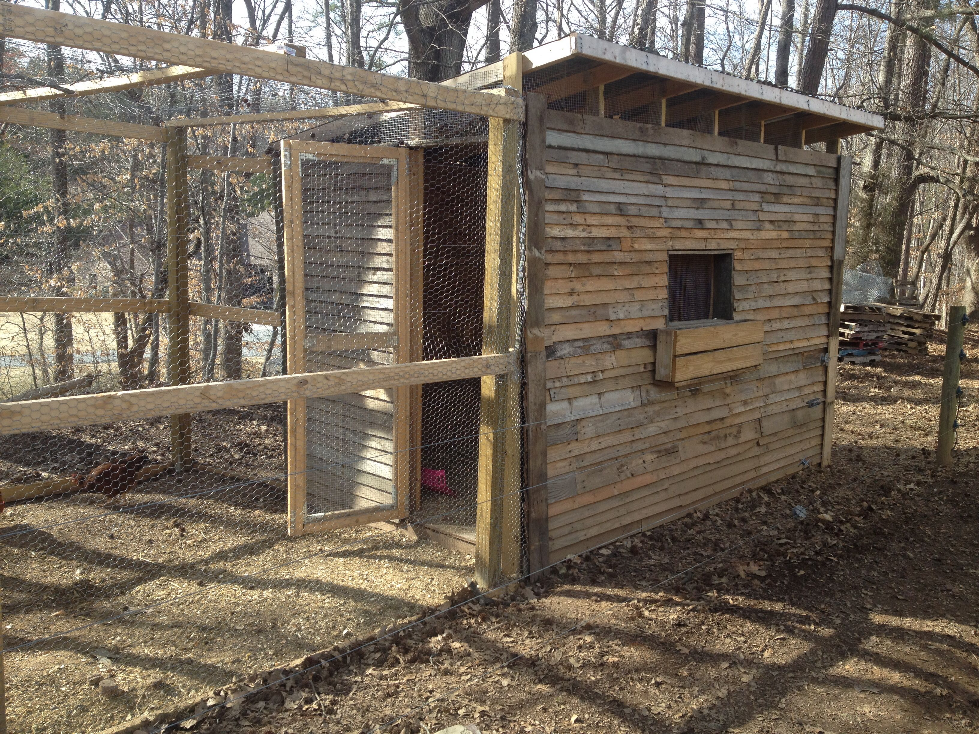 Chicken coop made from pallets chicken coop ideas for Chicken house made from pallets