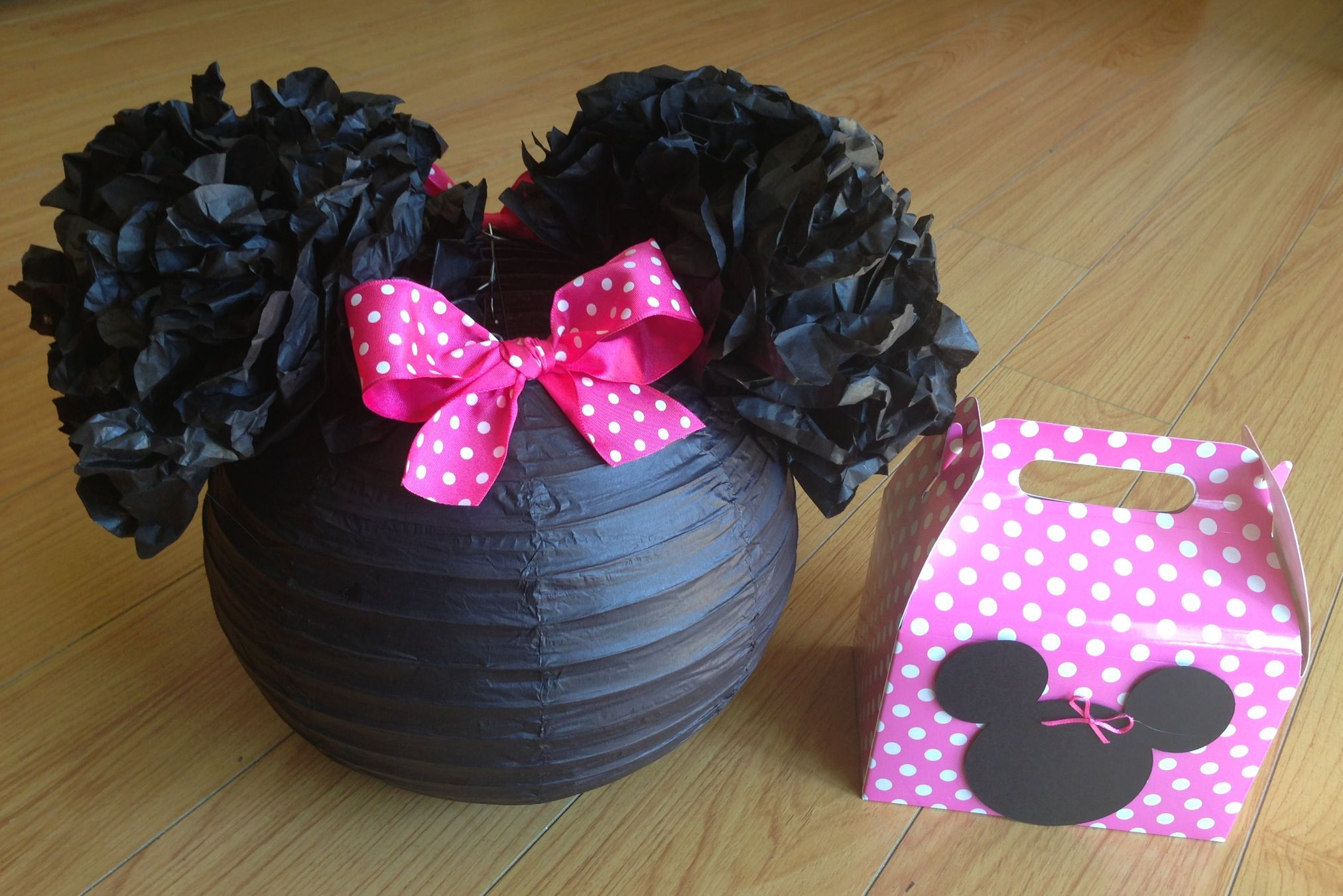 Minnie Mouse party decor!! #diy  Party Decorations  Pinterest