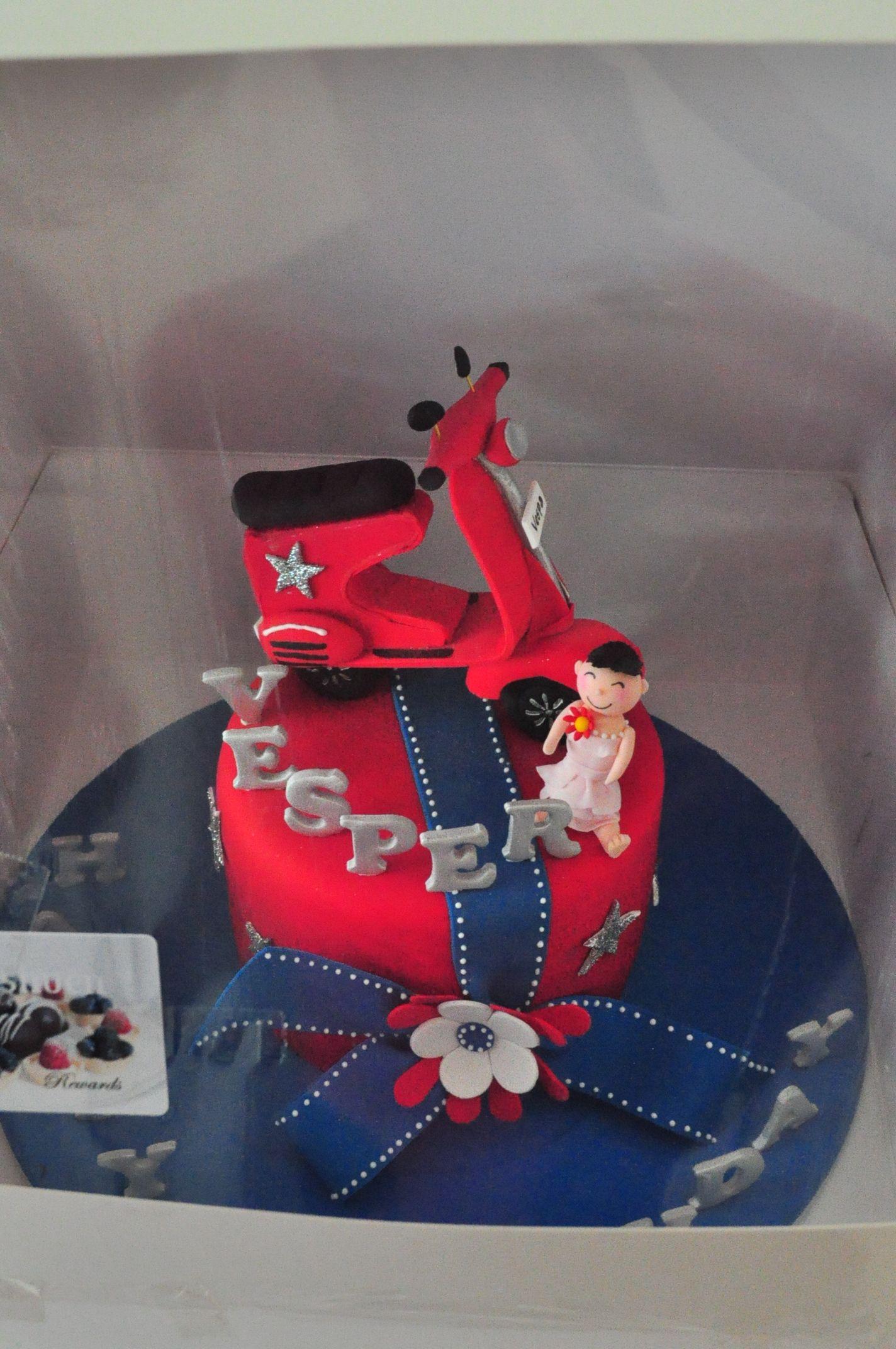 Vespa cake  Vespa Themed Birthday  Pinterest