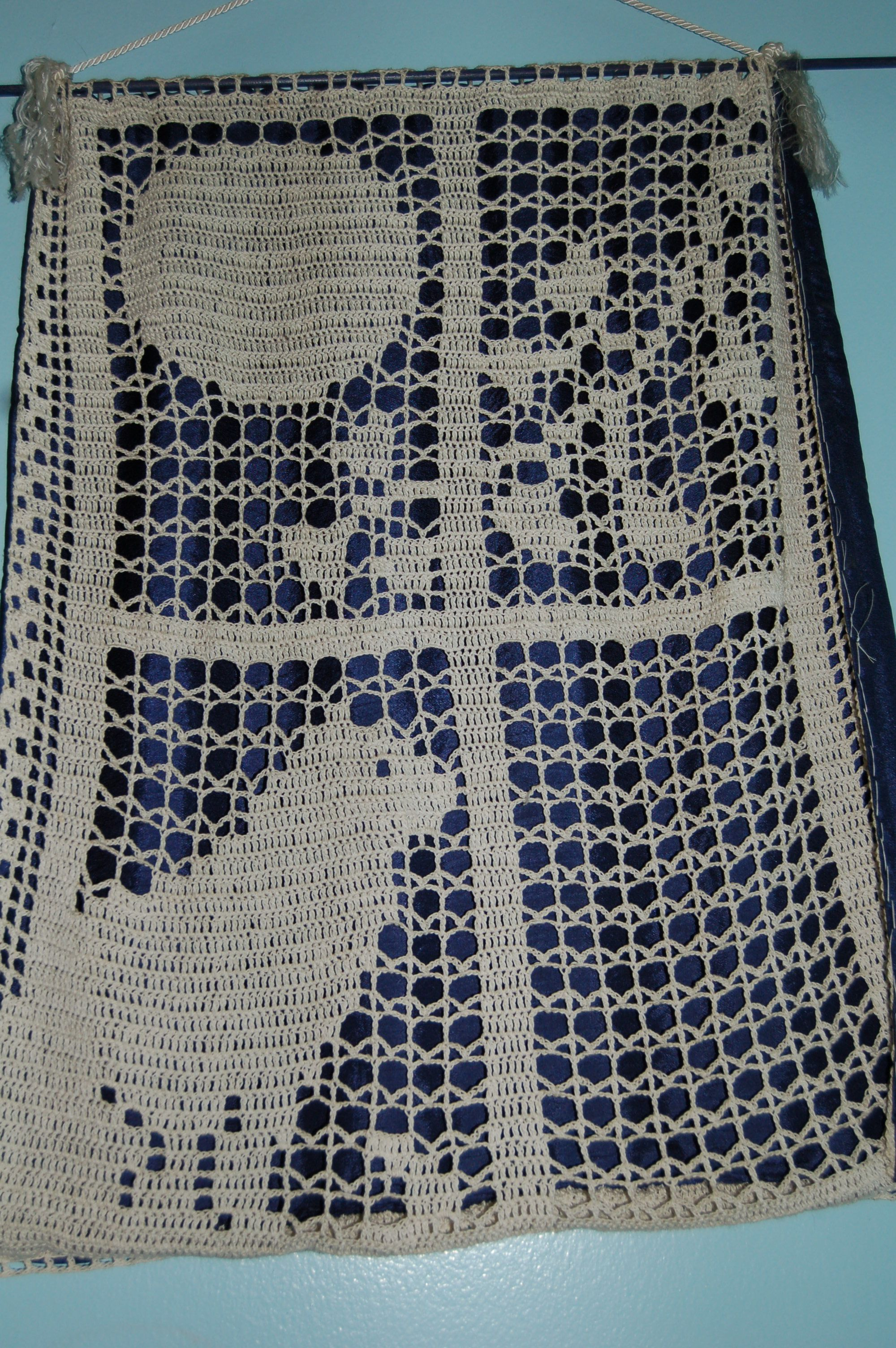 Filet crochet cat in the window Crochet - Filet Pinterest