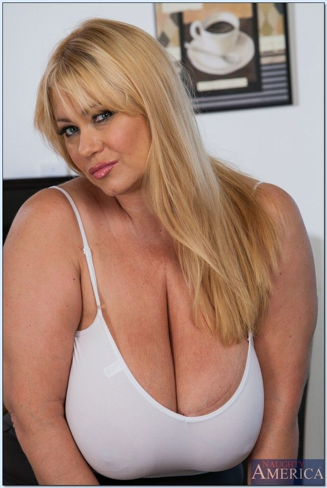 Blonde BBW Samantha 38G taking cumshot on huge knockers from big dick № 307601  скачать