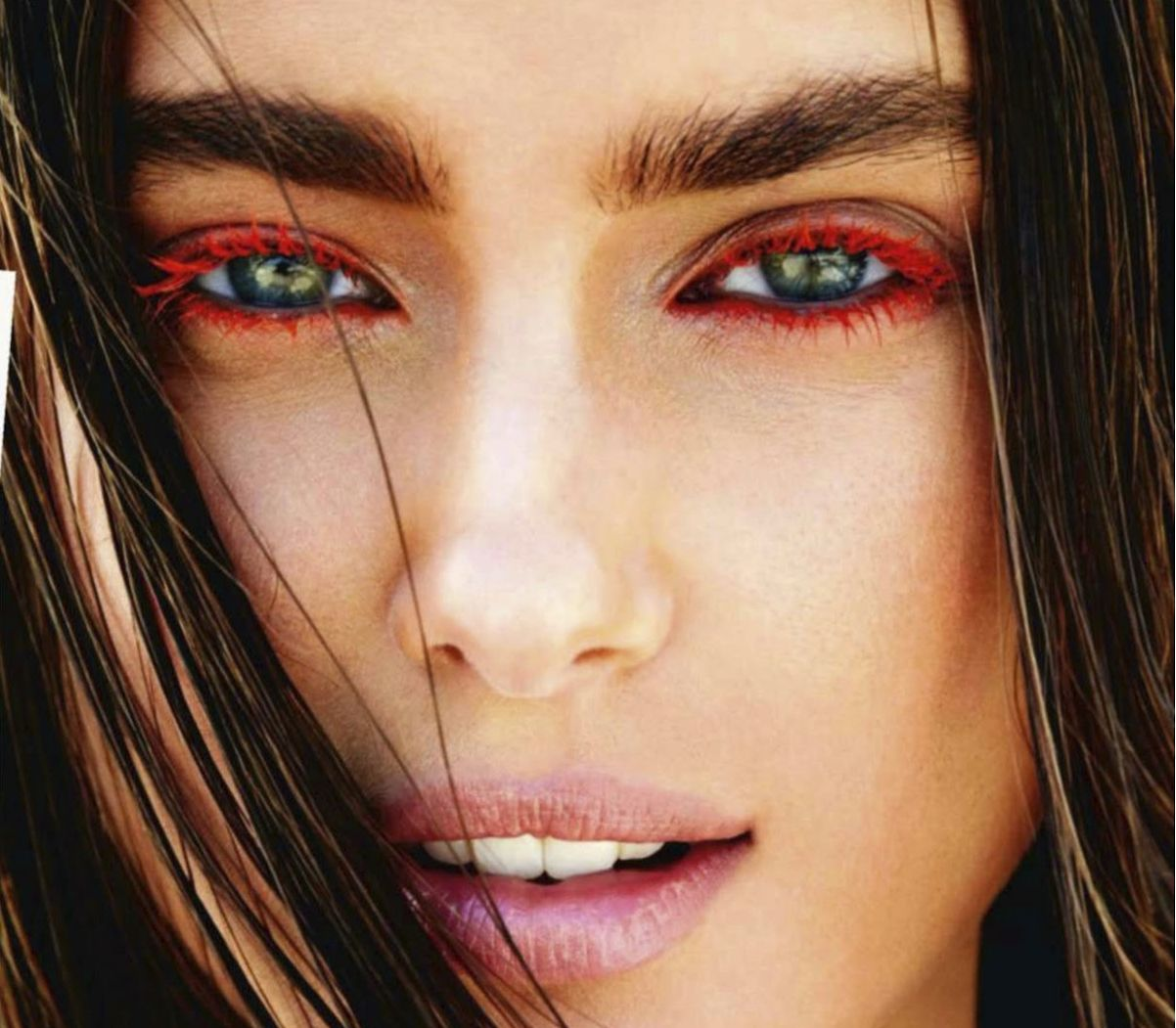 Colored eyebrows – a beauty trend for 2015