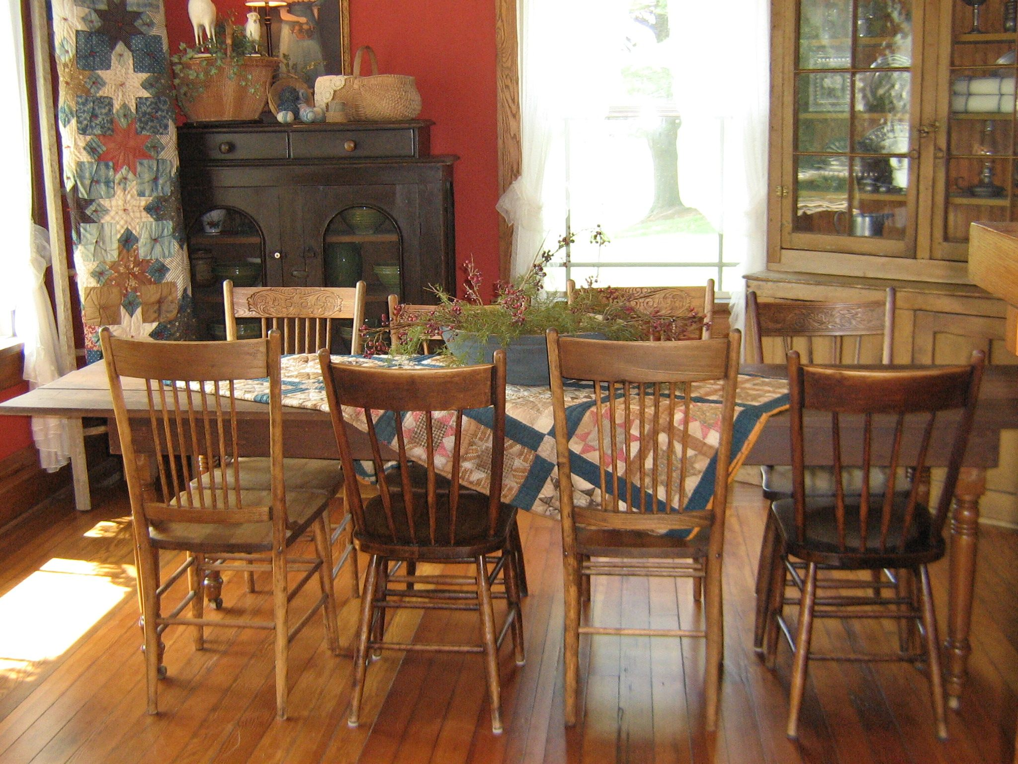 A country farmhouse dining room interior design ideas for Country dining room
