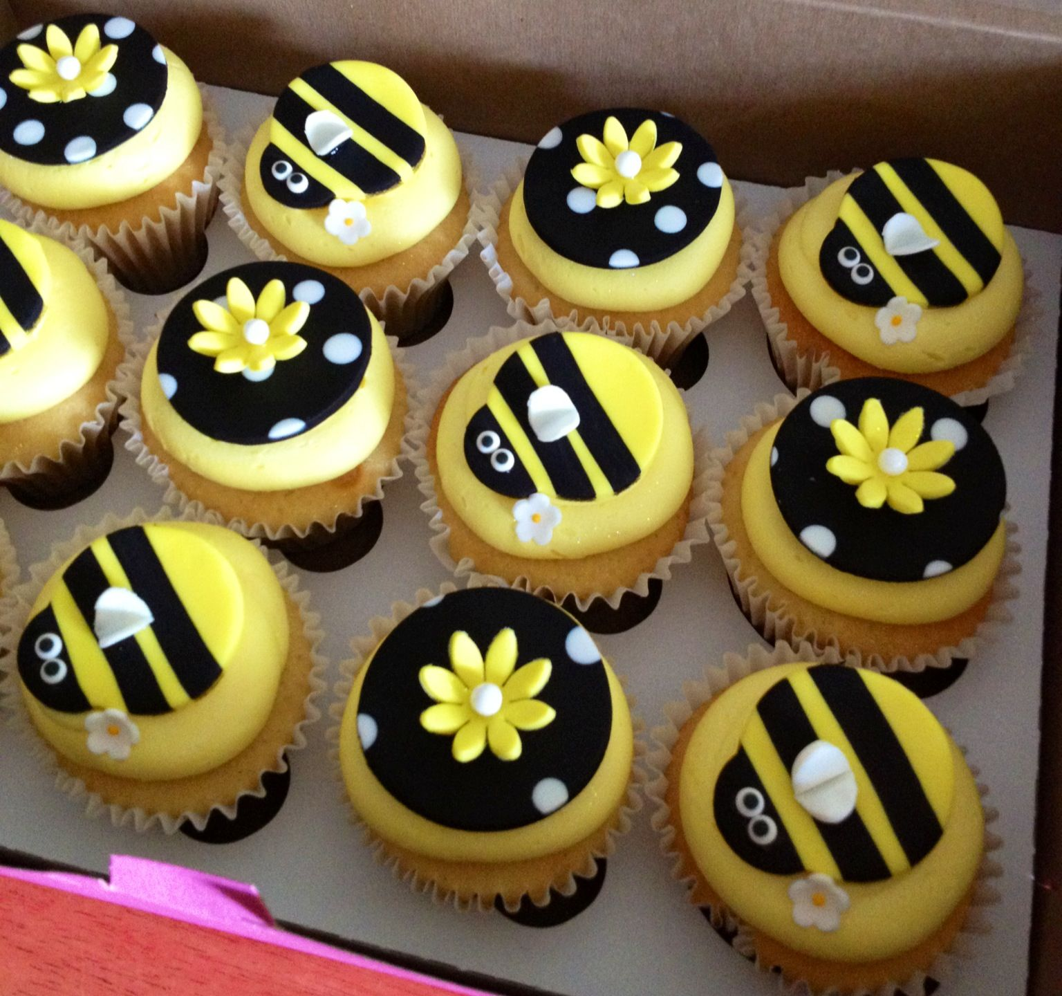 Bee bun cakes