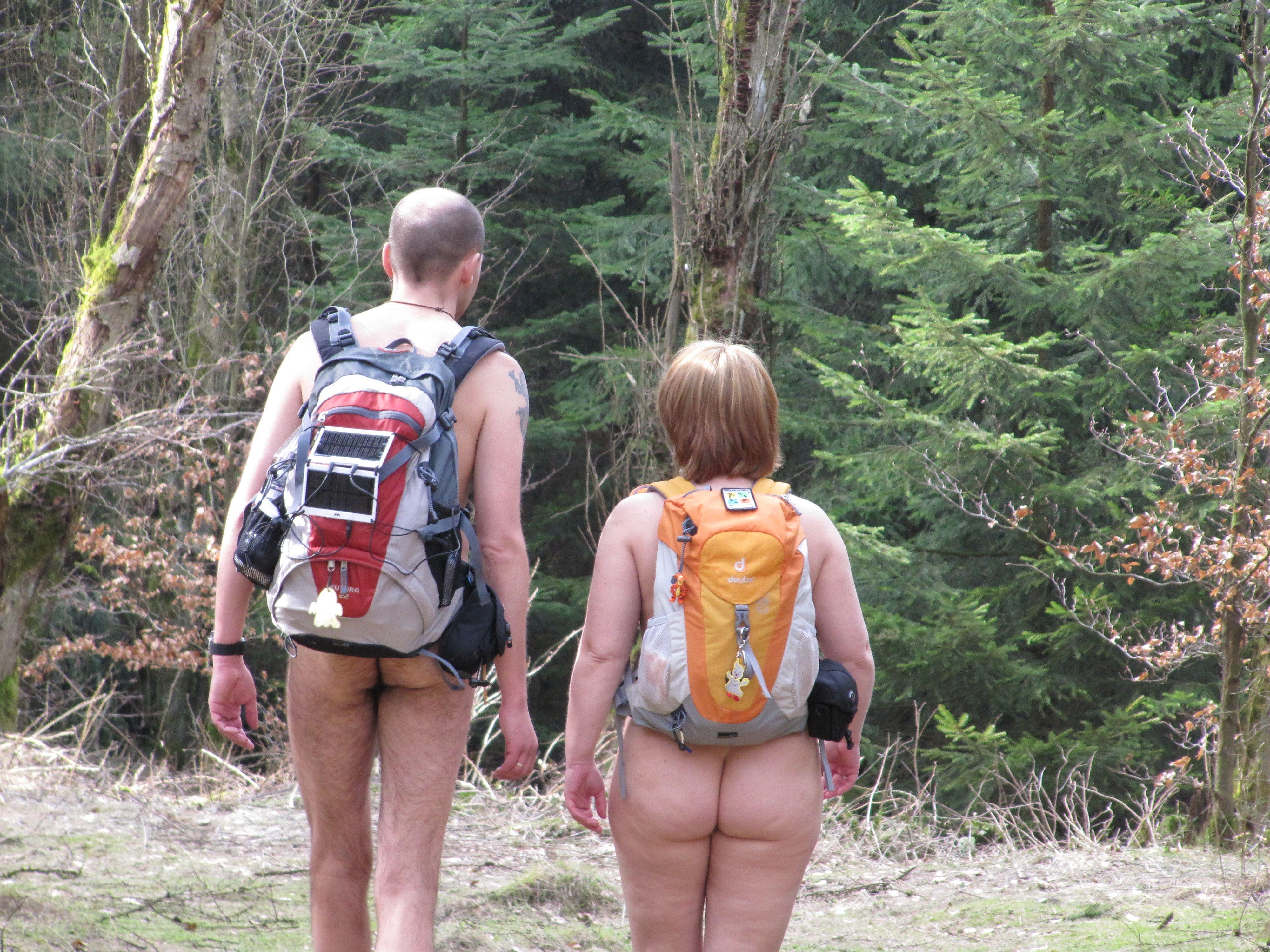 #Nudism Nude hiking in Germany: Hose runter, Rucksack auf ...