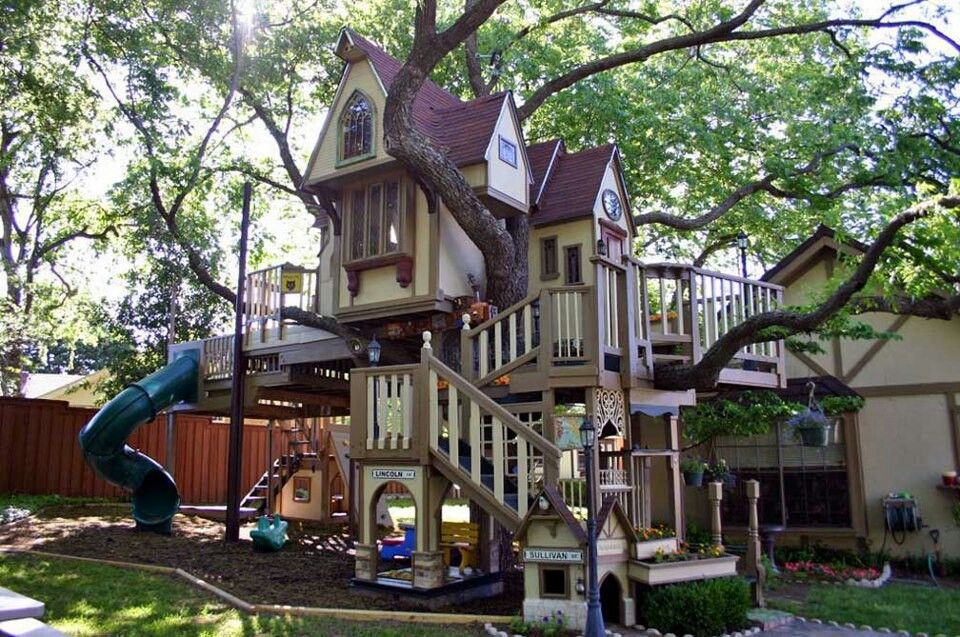 Best tree house playground ever outdoor living for Best backyard tree houses