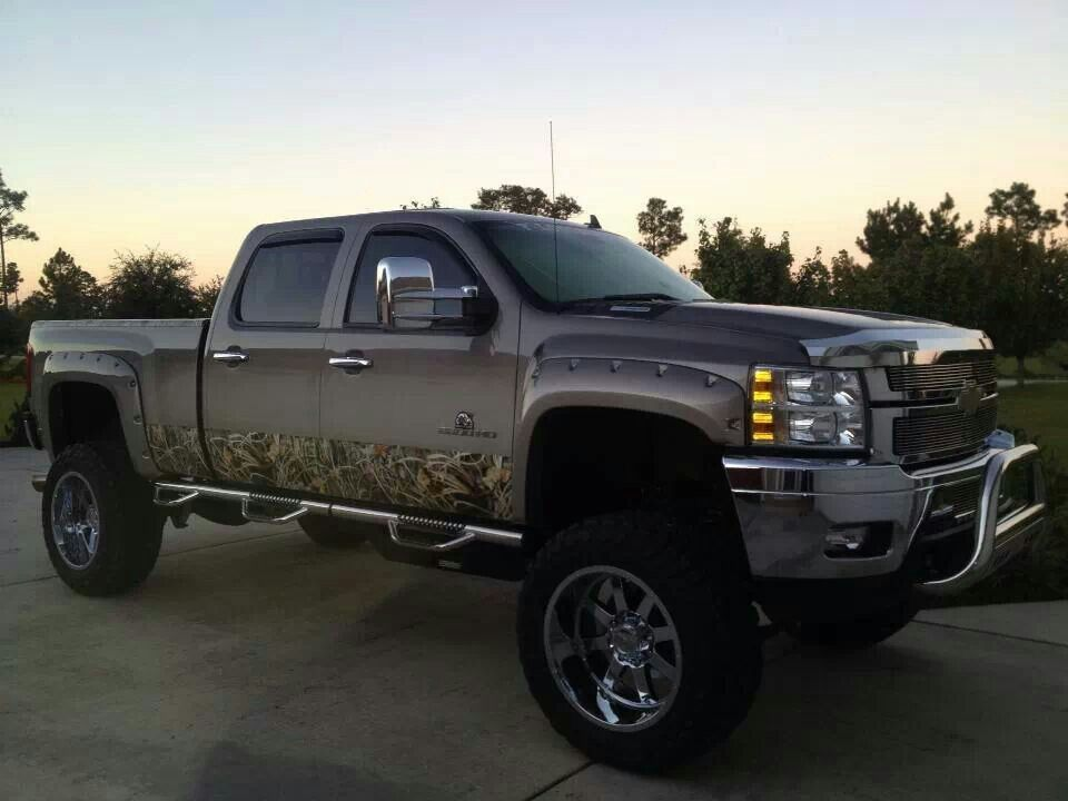 the gallery for cool camo chevy trucks. Black Bedroom Furniture Sets. Home Design Ideas