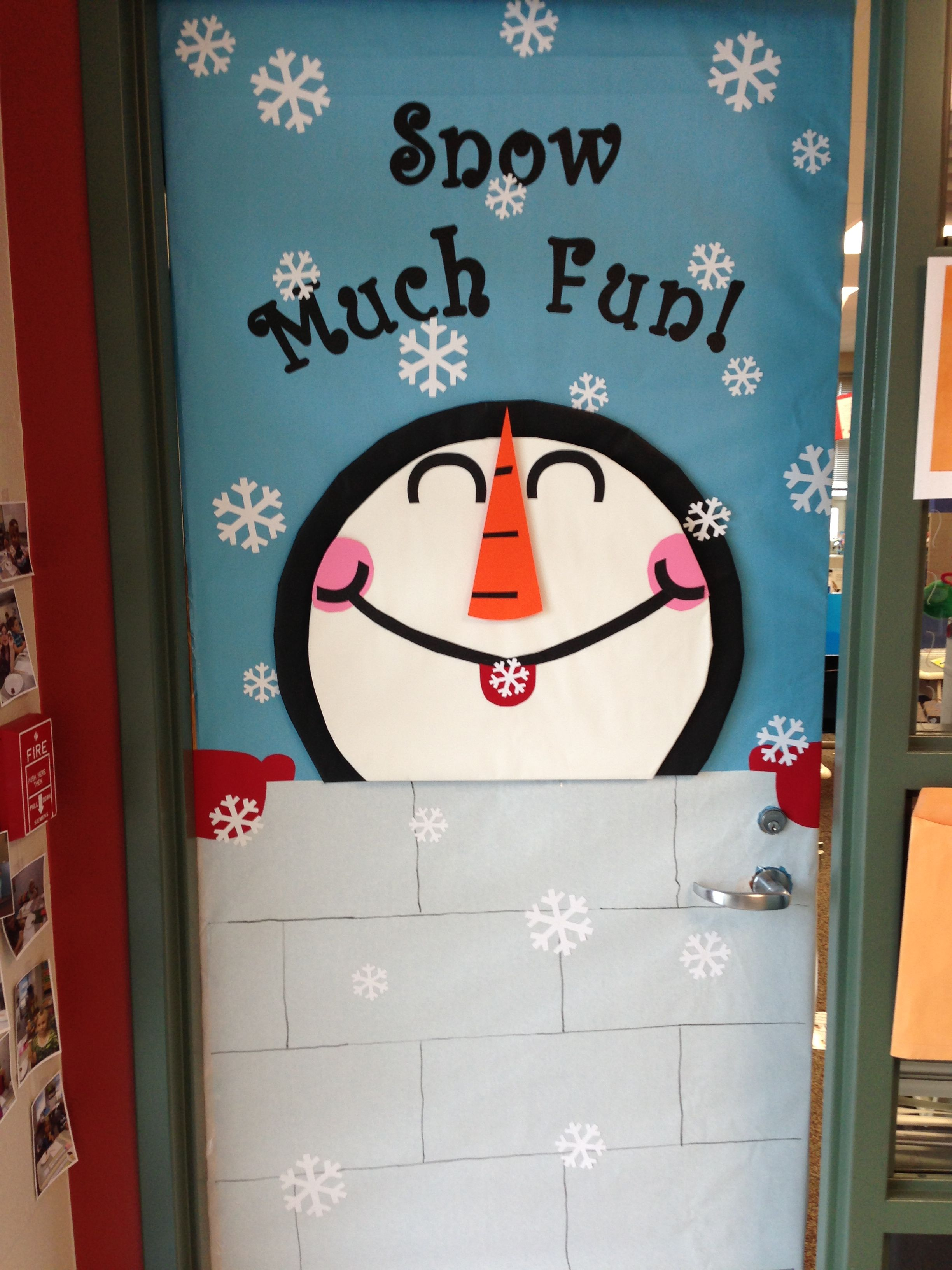 Winter classroom door this one was easier than last year for Decoration porte classe etoile