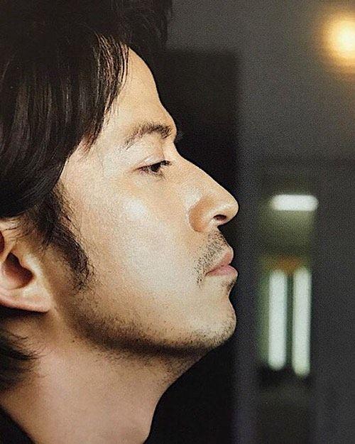 横顔 綺麗 男性