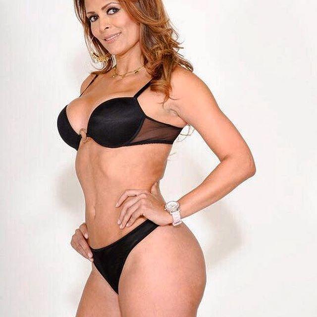 Mature Latina Monique Fuentes has her big tits shown in clos eup № 594381 бесплатно