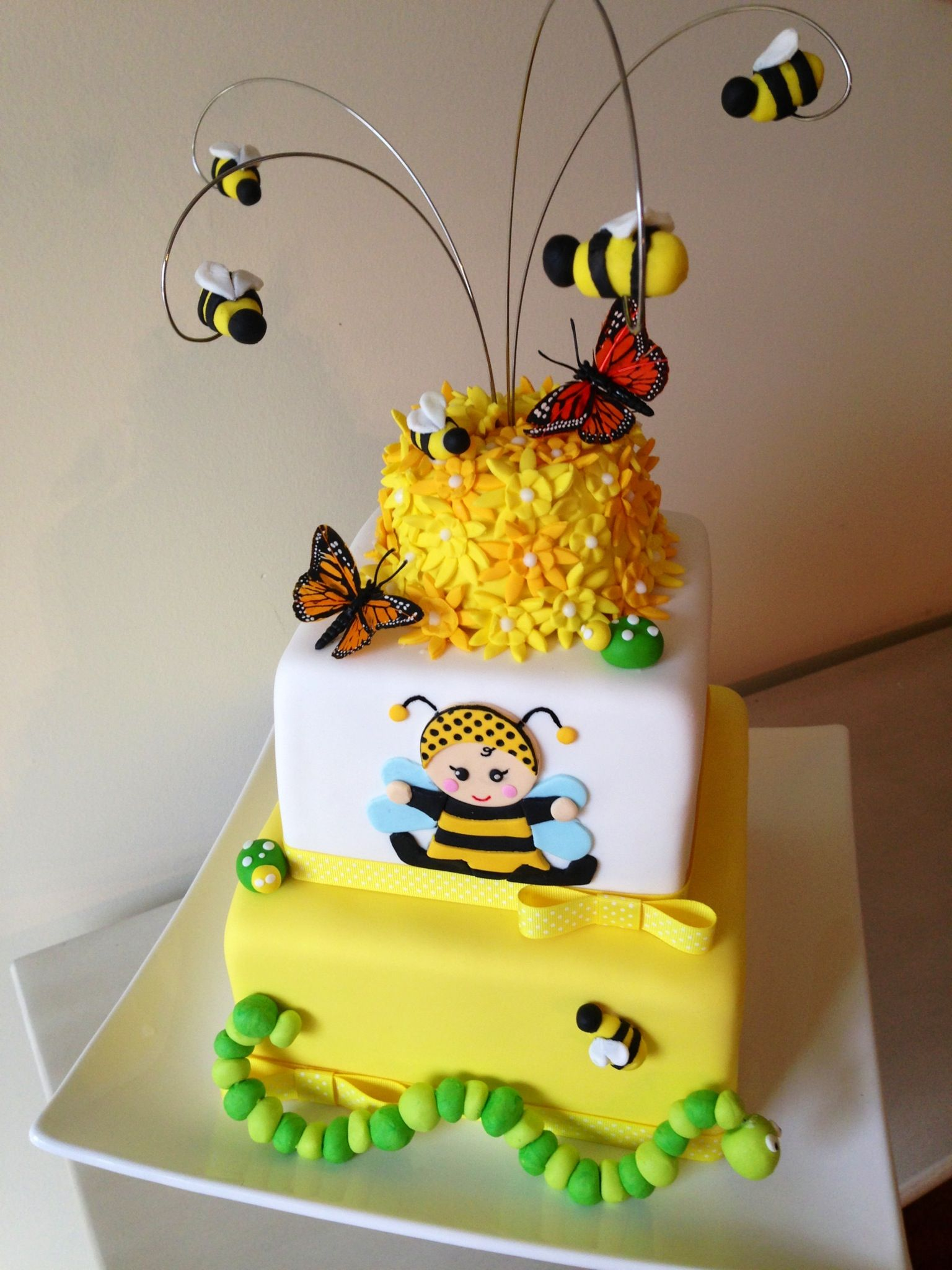baby shower bumble bee cake animal bee and beehive pinterest