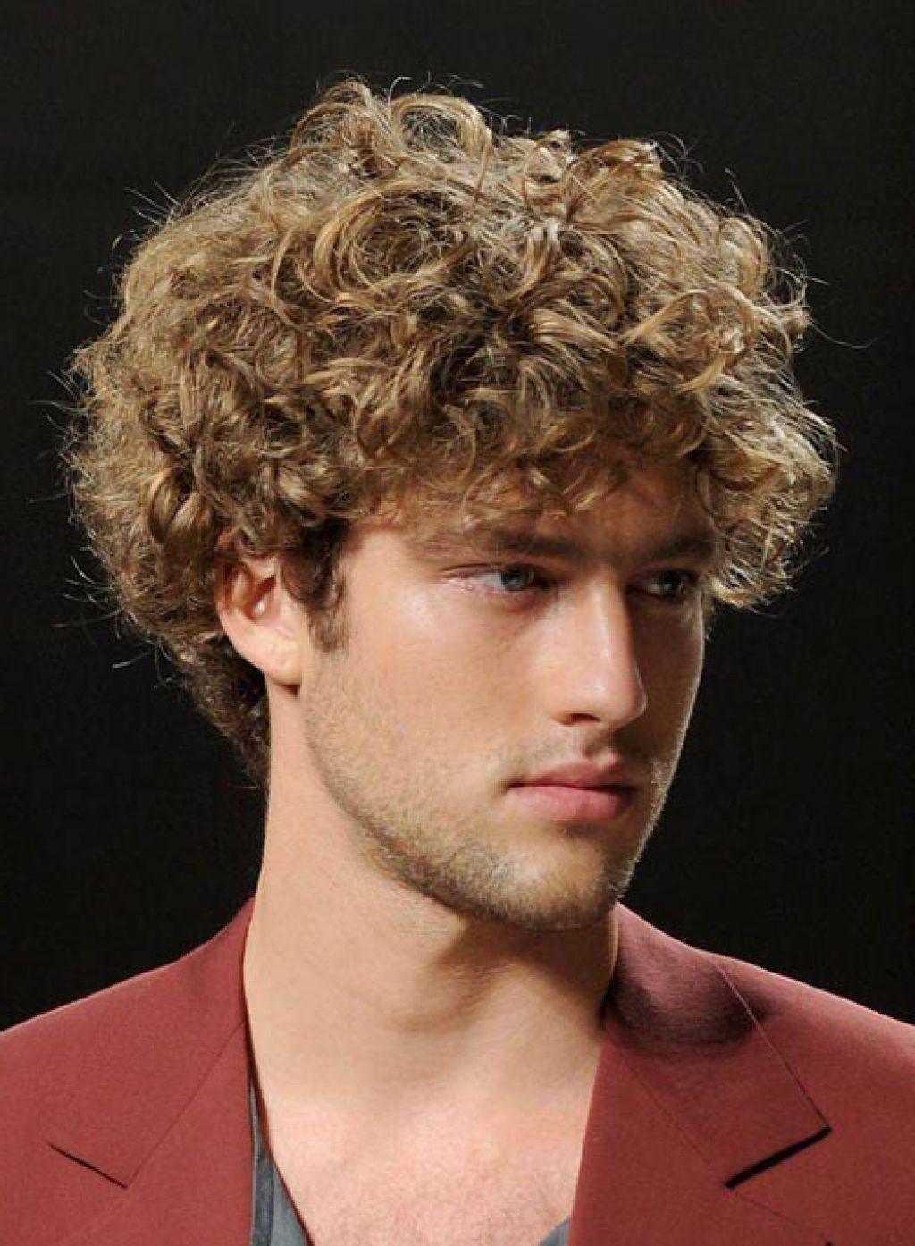 Как сделать волосы вьющимися мужчине