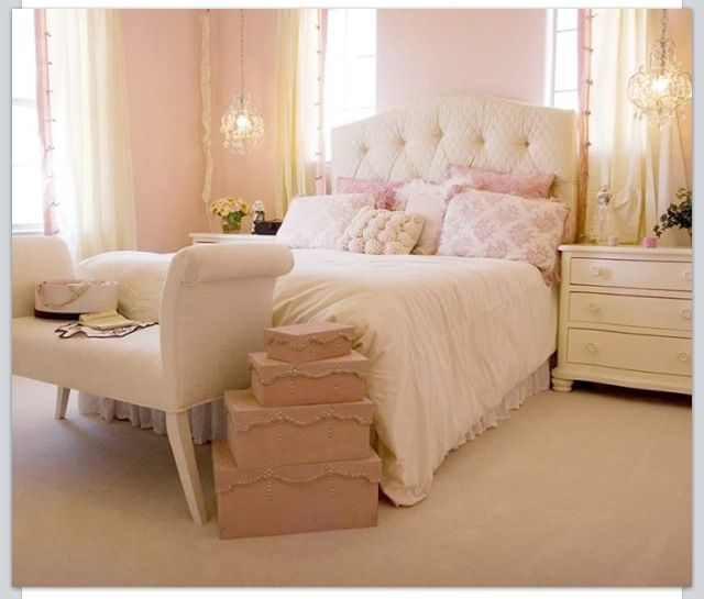 Chambre fille rose pale for Decoration plafond chambre bebe