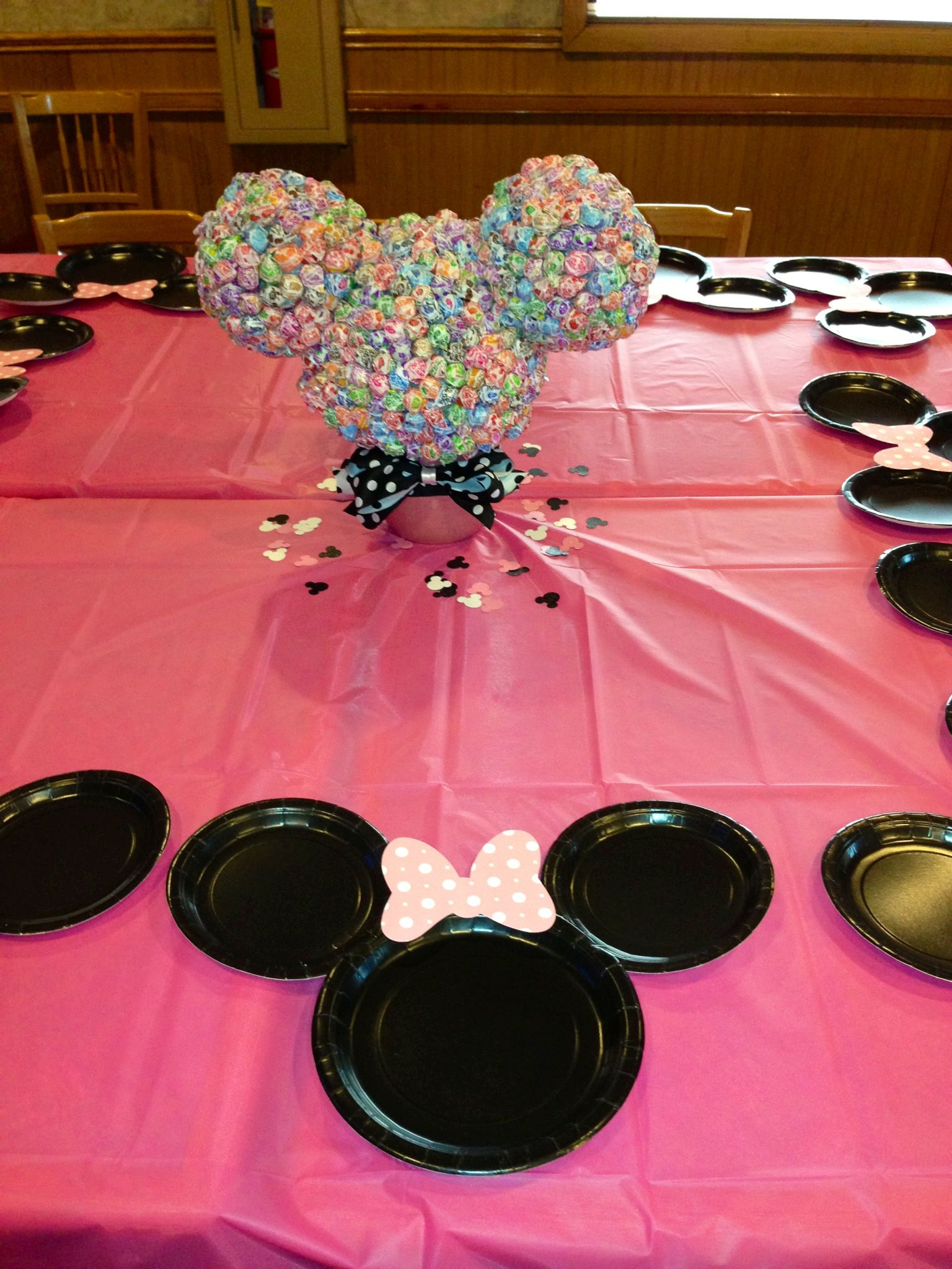 Minnie mouse table decor minnie mouse baby shower for Baby minnie mouse decoration ideas