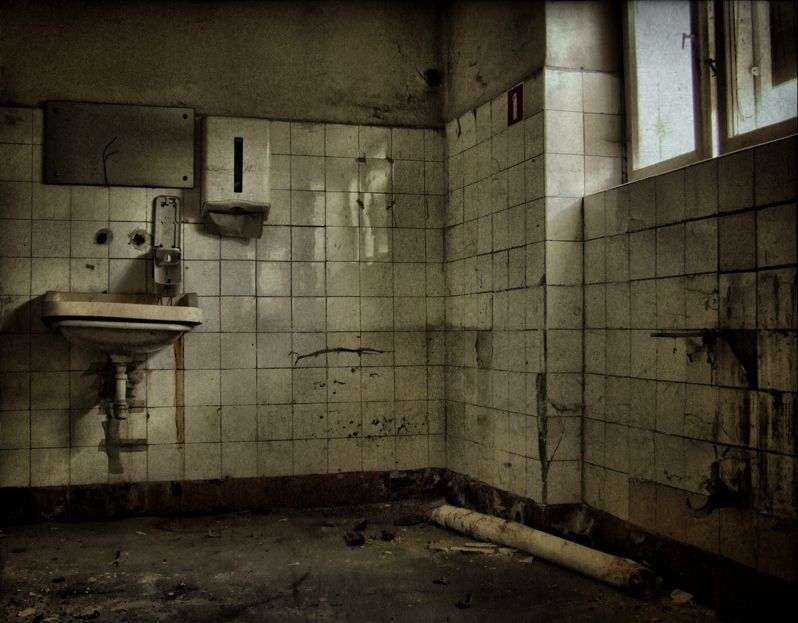 abandoned bathroom | abandoned / creepy | Pinterest