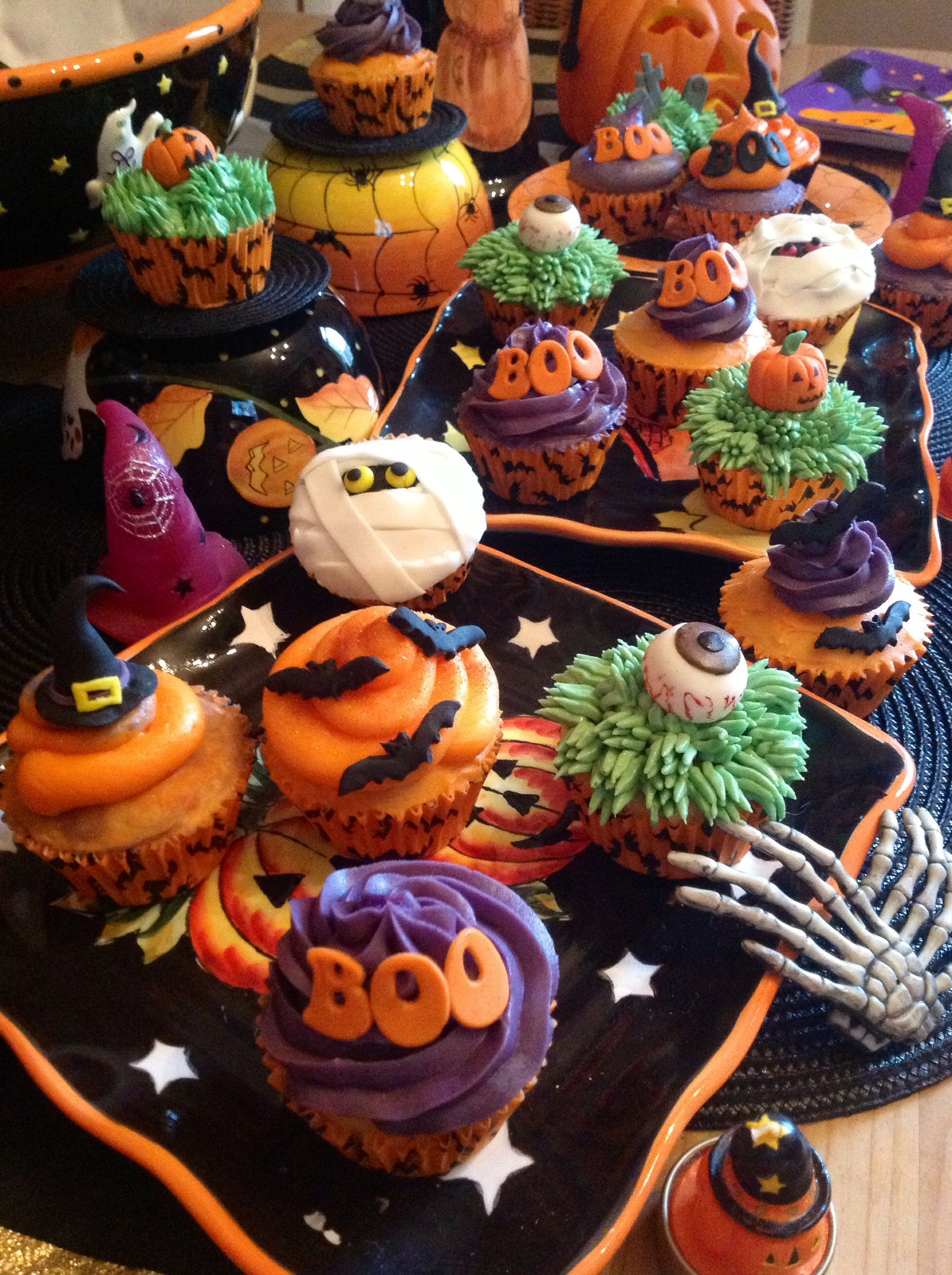 Halloween cupcakes cakes and food pinterest Halloween cupcakes