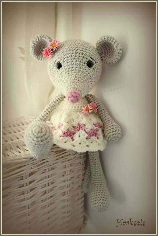 Crochet Pattern Free Mouse : Crochet Mouse on Pinterest Amigurumi, Felt Mouse and ...