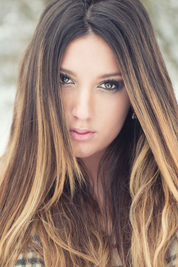 What Colors Flatter Brunettes Best of All photo