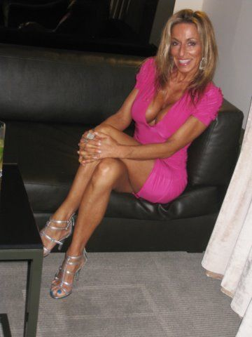 robins milf women Sample picture gallery milf gallery for anilos robin you have found aniloscom robin, your number one source for robin milf gallery & the best mature women on the net.